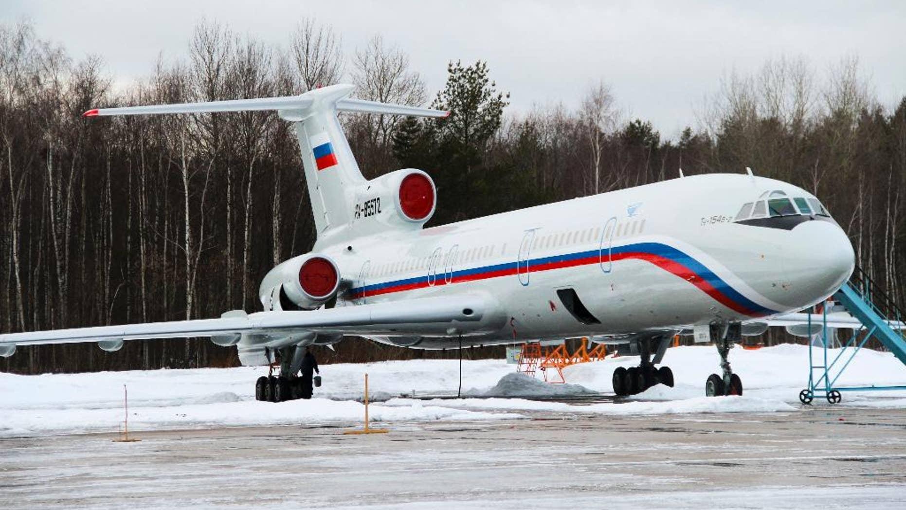 En esta imagen tomada el jueves 15 de enero de 2015, un avión Tu-154 con número de registro RA-85572 en el aeropuerto militar Chkalovsky cerca de Moscú, Rusia. (AP Foto/Dmitry Petrochenko)