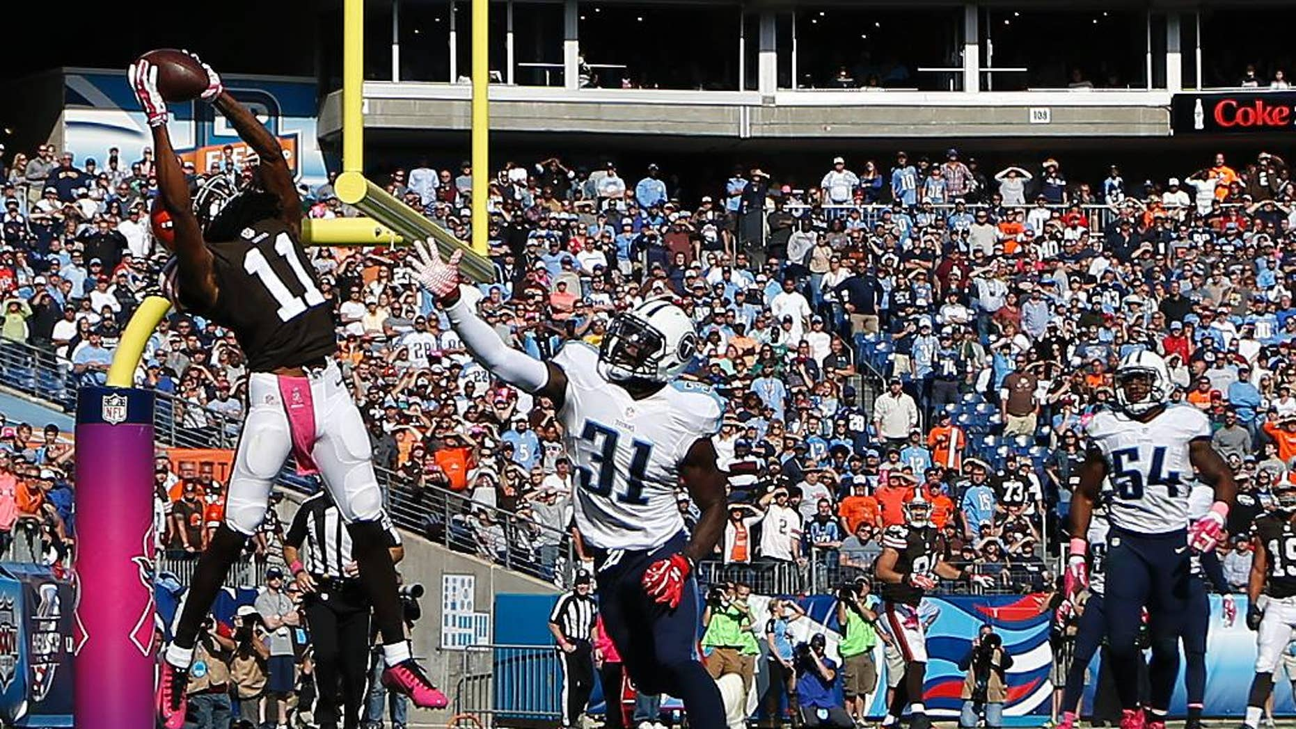 Tennessee Titans quarterback Jake Locker comes off the field after injuring his right hand in the second quarter of an NFL football game against the Cleveland Browns Sunday, Oct. 5, 2014, in Nashville, Tenn. (AP Photo/Mark Zaleski)