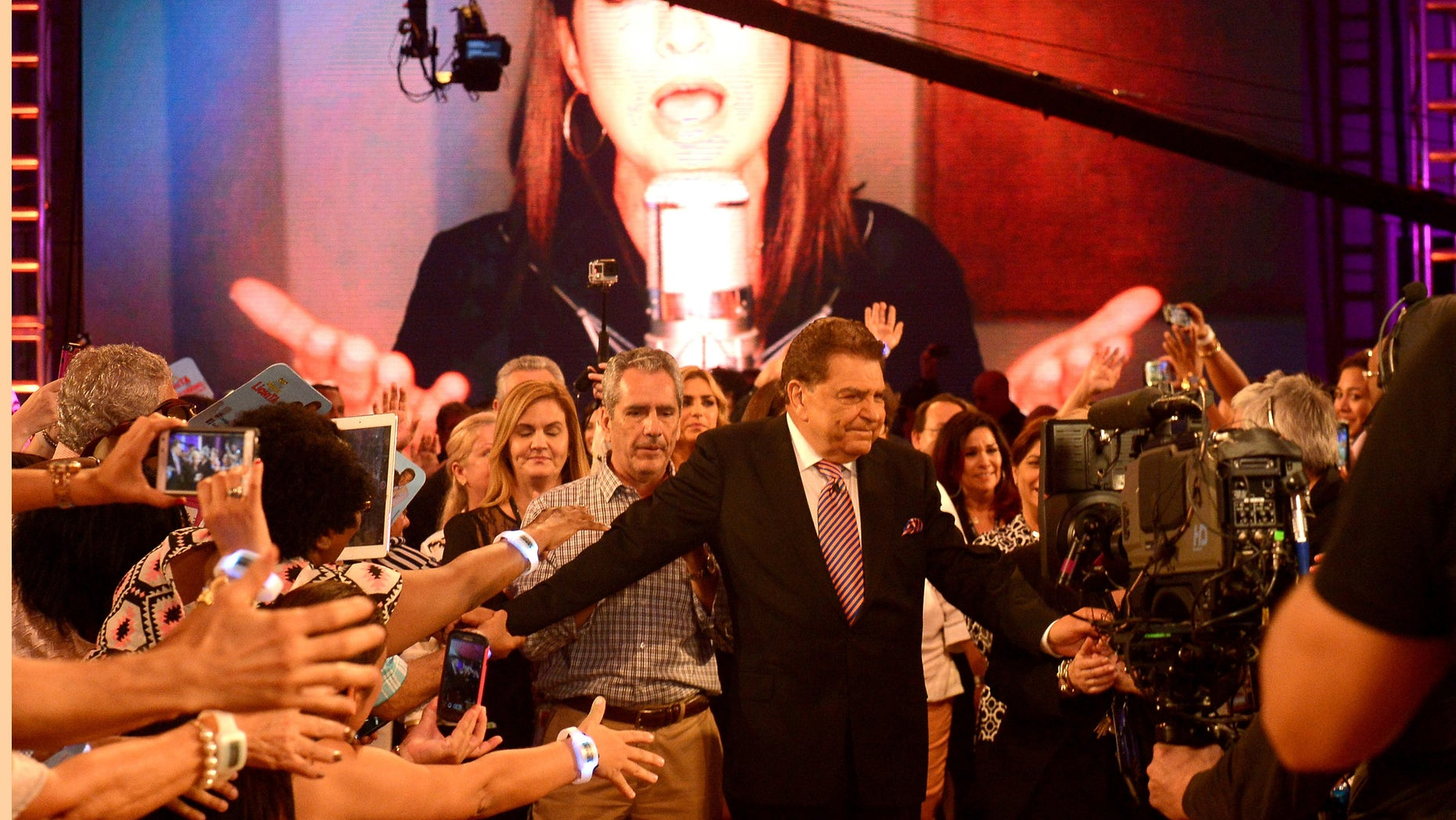 Don Francisco bids farewell to fans at Univision's Sabado Gigante on September 19, 2015 in Miami, Florida.