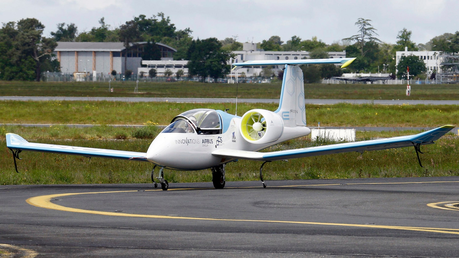 File photo: An E-Fan aircraft is seen on the tarmac for its first public flight during the e-Aircraft Day at the Bordeaux Merignac airport, southwestern France, April 25, 2014. The all-electric plane E-Fan, developed by Airbus Group, is 6.7 metres long with a 9.5 metre wingspan, and has two electric turbines with a total power of 60kW. Its has a cruising speed of 160 km/h (99 mph) for about an hour of flight time. (REUTERS/Regis Duvignau)