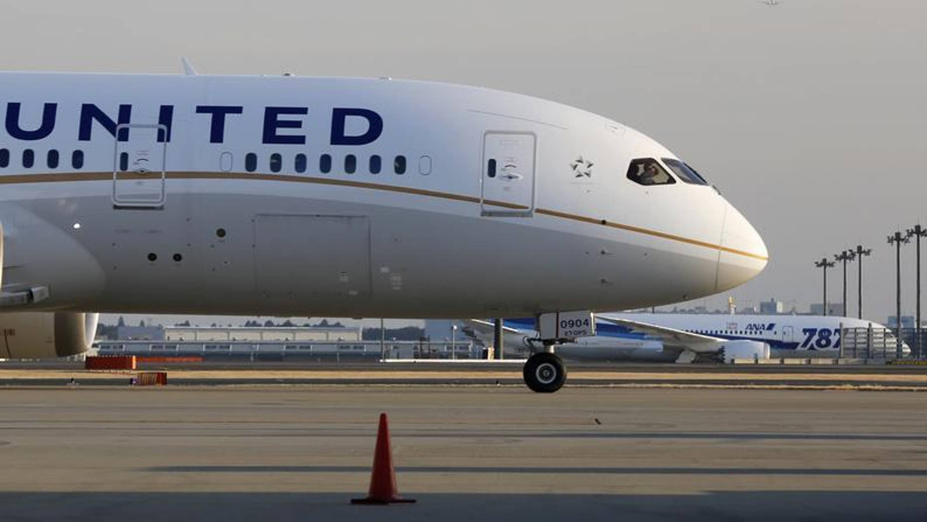 A United Airlines' Boeing Co's 787 Dreamliner plane (front) taxis after landing following its flight from Los Angeles, in front of an All Nippon Airways' (ANA) Boeing Co's 787 Dreamliner plane waiting for checks at New Tokyo international airport in Narita, east of Tokyo January 17, 2013. REUTERS/Toru Hanai