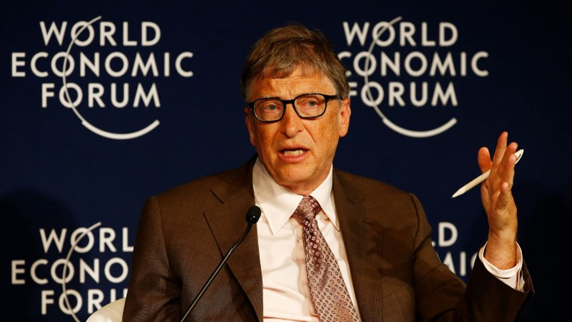 Microsoft co-founder Bill Gates attends the annual meeting of the World Economic Forum (WEF) in Davos, Switzerland January 22, 2016.  REUTERS/Ruben Sprich