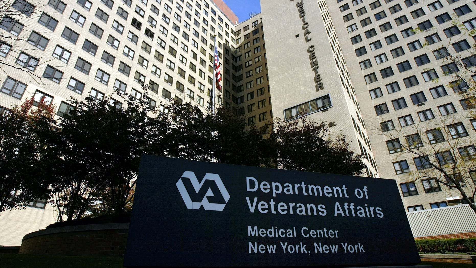 The exterior of the Veterans Affairs Hospital is seen November 10, 2003 in New York City. (Photo: Spencer Platt/Getty Images)