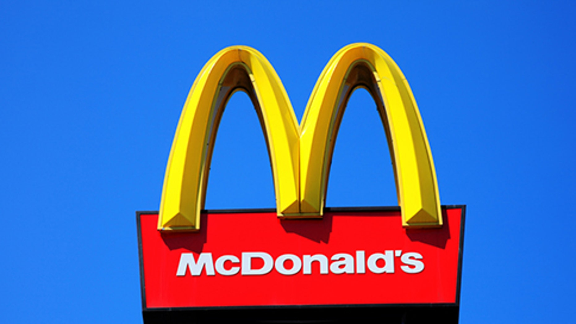 McDonald's employee allegedly sold thousands of dollars of cocaine to undercover police officers.