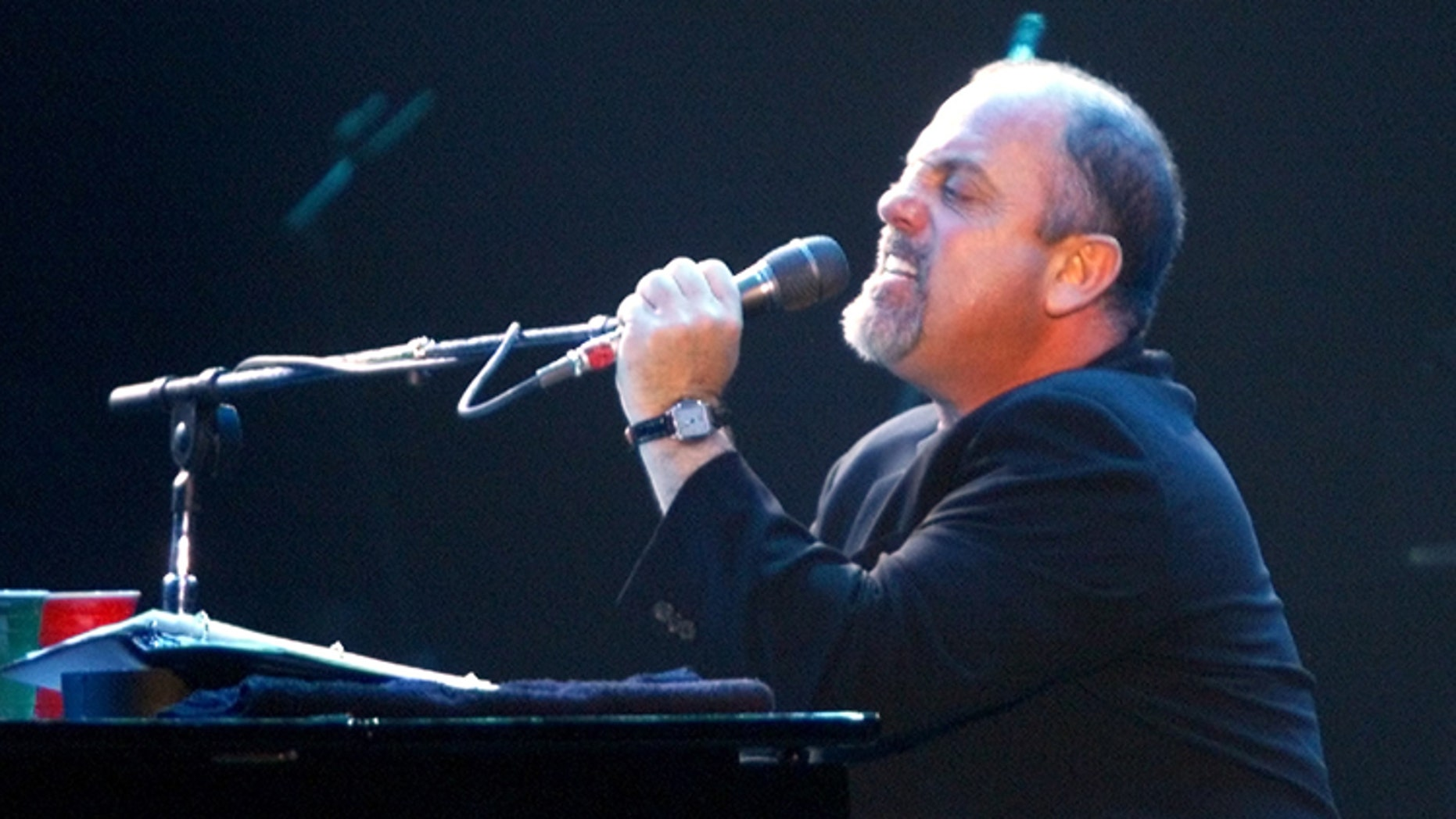 Piano Man' Billy Joel has checked himself into Silver Hill Hospital, asubstance abuse and psychiatric center in Connecticut for a planned10-day stay, his spokeswoman said June 19, 2002. Billy Joel is seenperforming during a concert in Los Angeles, California to benefit theRecording Artists Coalition in this February 26 file photo.REUTERS/Adrees LatifAL/CLH/HK