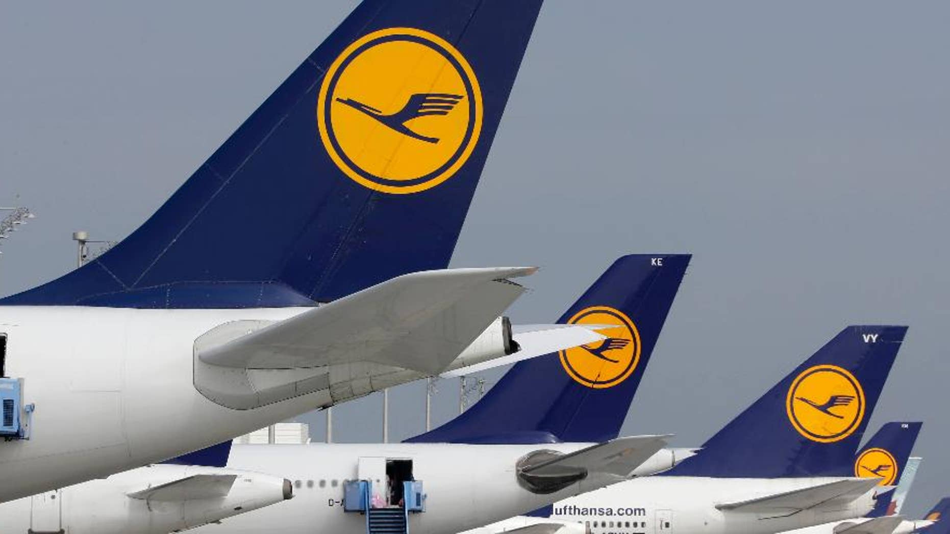 FILE - In this Sept. 10, 2014 file picture airport employees prepare aircrafts of the airliner Lufthansa at the airport during an eight-hour warning strike of Lufthansa pilots in Munich, southern Germany. A union representing Lufthansa's pilots says they will walk off the job at Frankfurt airport for eight hours on Tuesday, preventing departures by Germany's biggest airline from its busiest airport. The Vereinigung Cockpit union said Monday Sept. 15, 2014  that pilots on international long-distance flights from Frankfurt will walk out from 9 a.m. to 5 p.m. (0700 to 1500 GMT). The two sides are locked in a dispute over the pilots' demand that Lufthansa keep paying a transition payment for those wanting to retire early.  (AP Photo/Matthias Schrader,File)