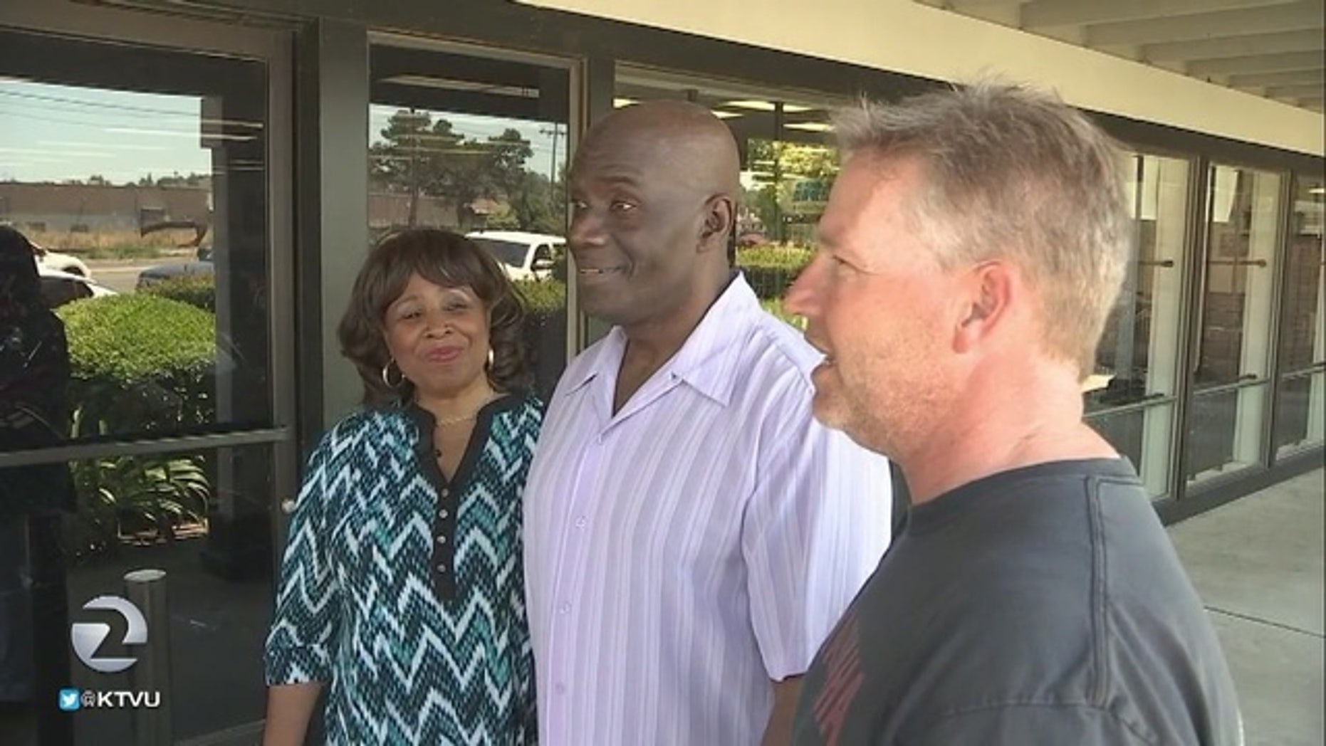 Annalisa and Joel Jones (L) and Greg Bunting (R) tell Fox 2 how they intervened when they saw a Highway Patrol officer being beaten.