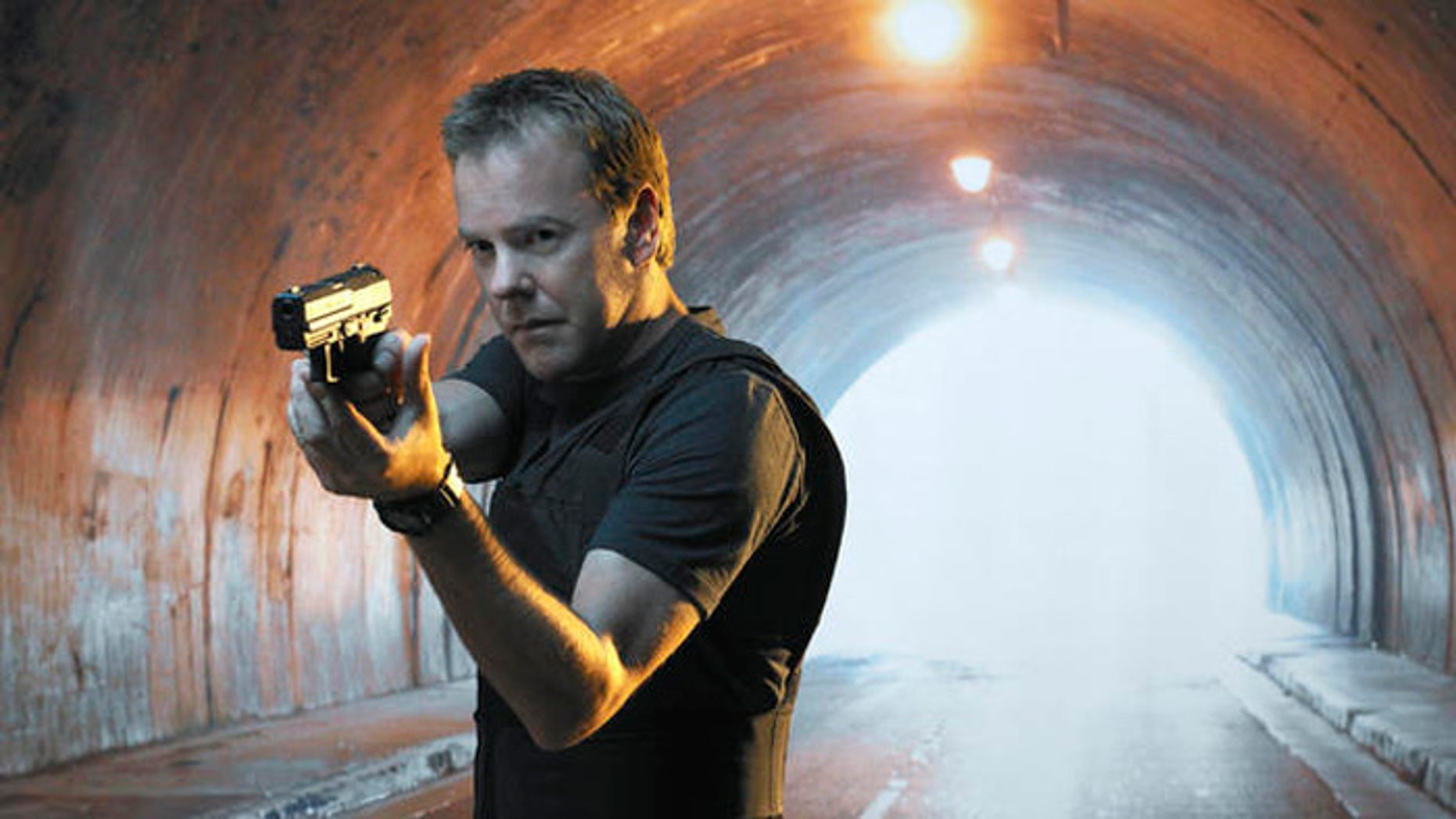 24: Kiefer Sutherland is Jack Bauer in the fourth season special two-hourpremiere of 24 Sunday, Jan. 9 (8:00-10:00 PM ET/PT). 24 airs in its regulartime period Mondays (9:00-10:00 PM ET/PT), starting Jan. 10 on FOX. ��2004 FOX BROADCASTING COMPANY. Cr: Anthony Mandler/FOX