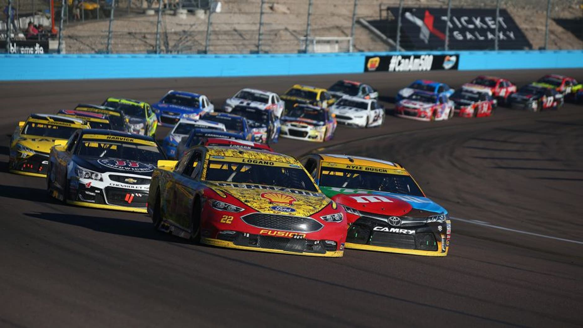 AVONDALE, AZ - NOVEMBER 13: Joey Logano, driver of the #22 Shell Pennzoil Ford, leads a restart during the NASCAR Sprint Cup Series Can-Am 500 at Phoenix International Raceway on November 13, 2016 in Avondale, Arizona. (Photo by Sarah Crabill/Getty Images)