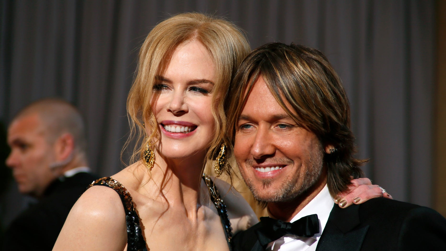 Oscars presenter Nicole Kidman poses with her husband musician Keith Urban as they arrive at the 85th Academy Awards in Hollywood, California February 24, 2013.