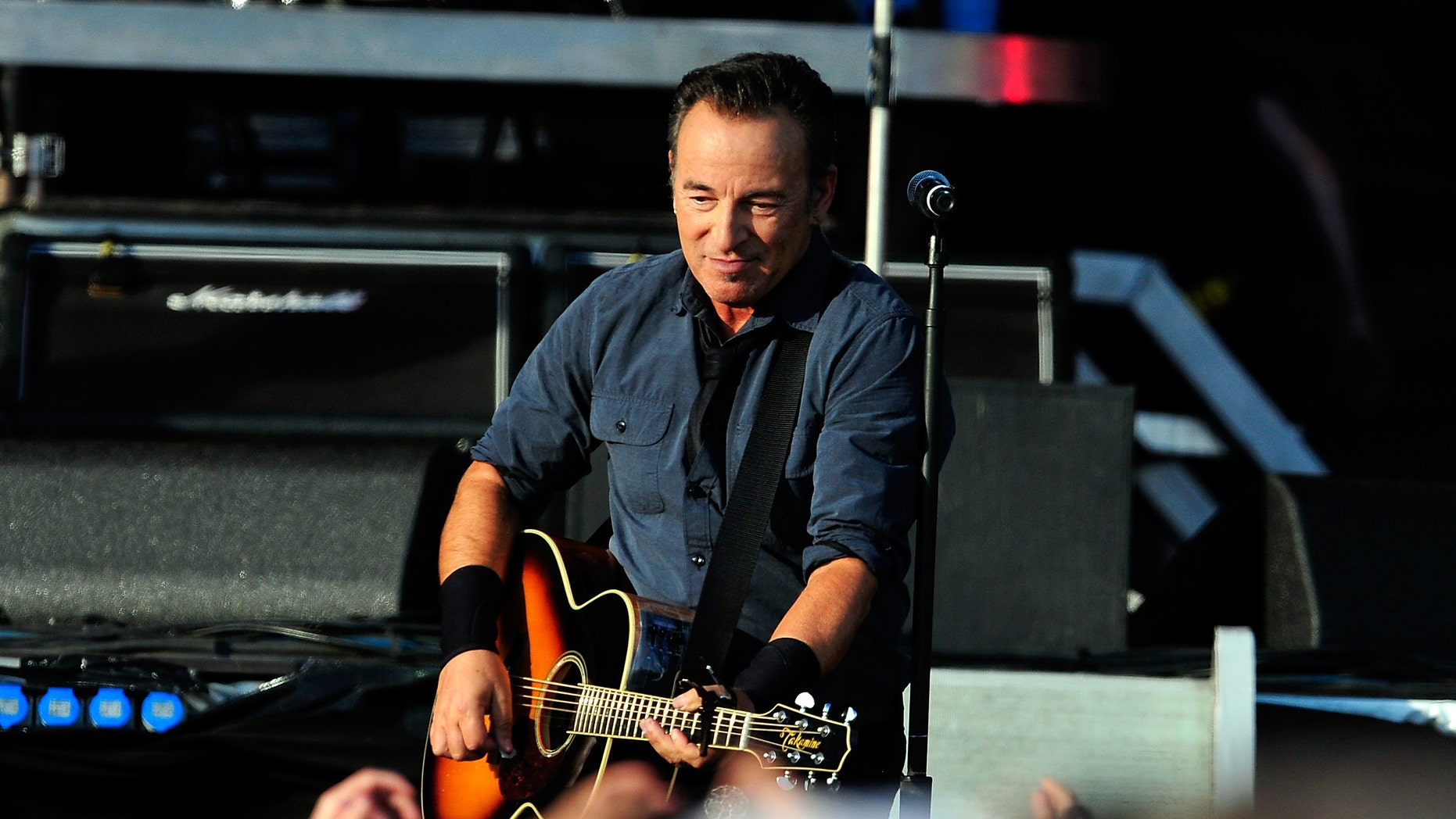 LONDON, ENGLAND - JUNE 30:  Bruce Springsteen performs at Hard Rock Calling Day 2 at Olympic Park on June 30, 2013 in London, England.  (Photo by Matt Kent/Getty Images)
