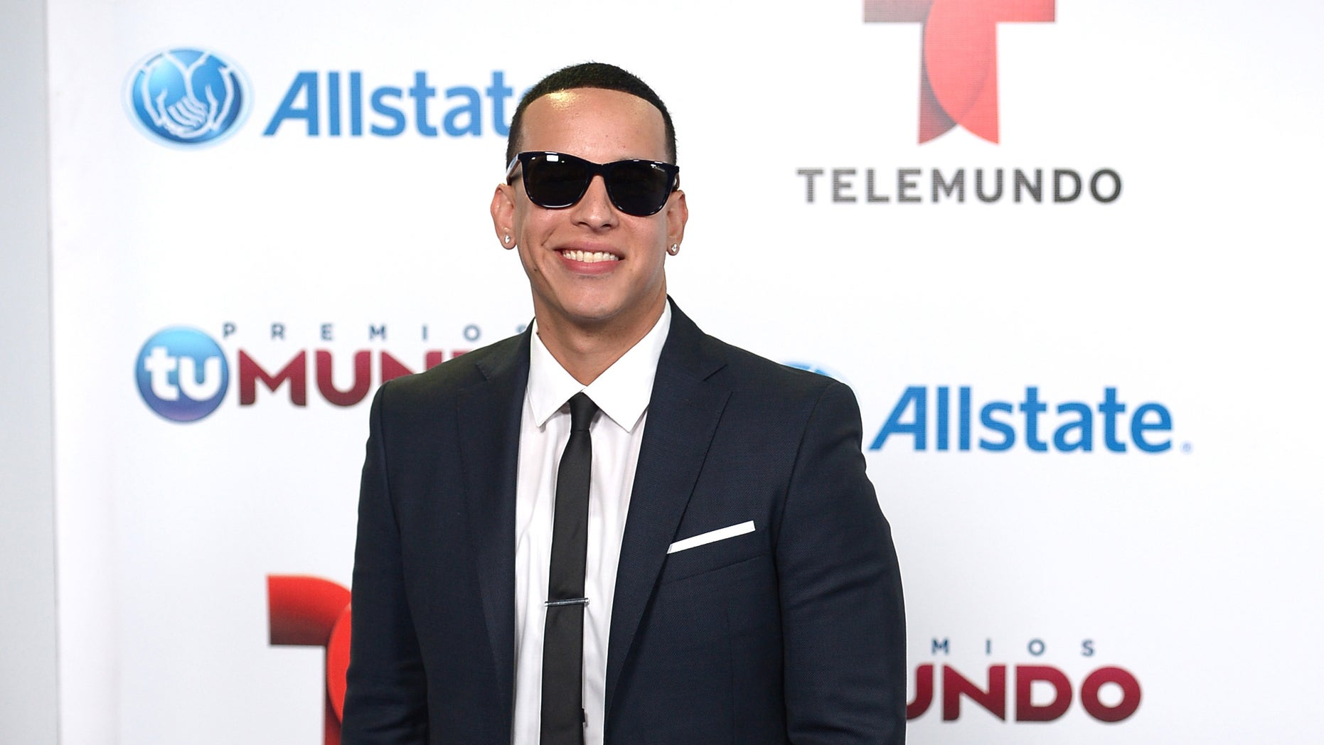 Daddy Yankee arrives for Telemundo's Premios Tu Mundo Awards at American Airlines Arena on August 15, 2013 in Miami, Florida.
