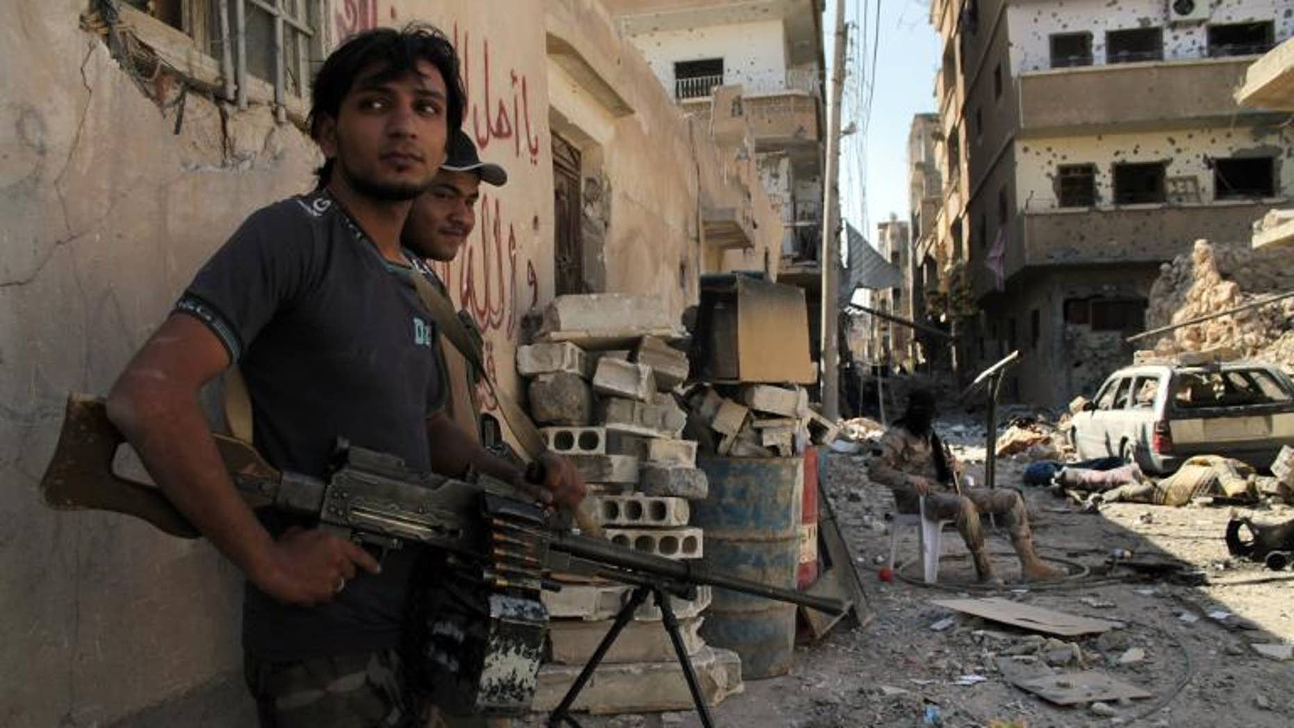 Opposition fighters hold a position in the Jubaila neighbourhood of Syria's northeastern city of Deir Ezzor on September 30, 2013