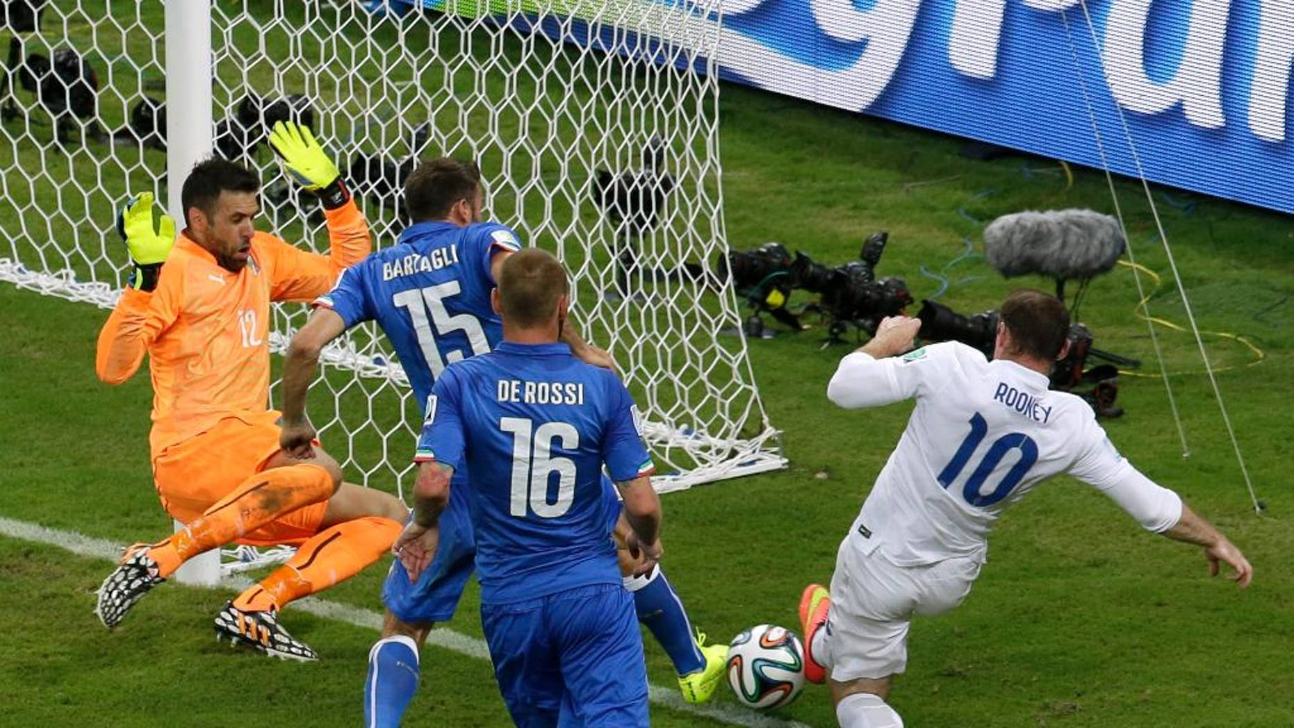 England's Wayne Rooney, right, fails to score during the group D World Cup soccer match between England and Italy at the Arena da Amazonia in Manaus, Brazil, Saturday, June 14, 2014.  (AP Photo/Themba Hadebe)