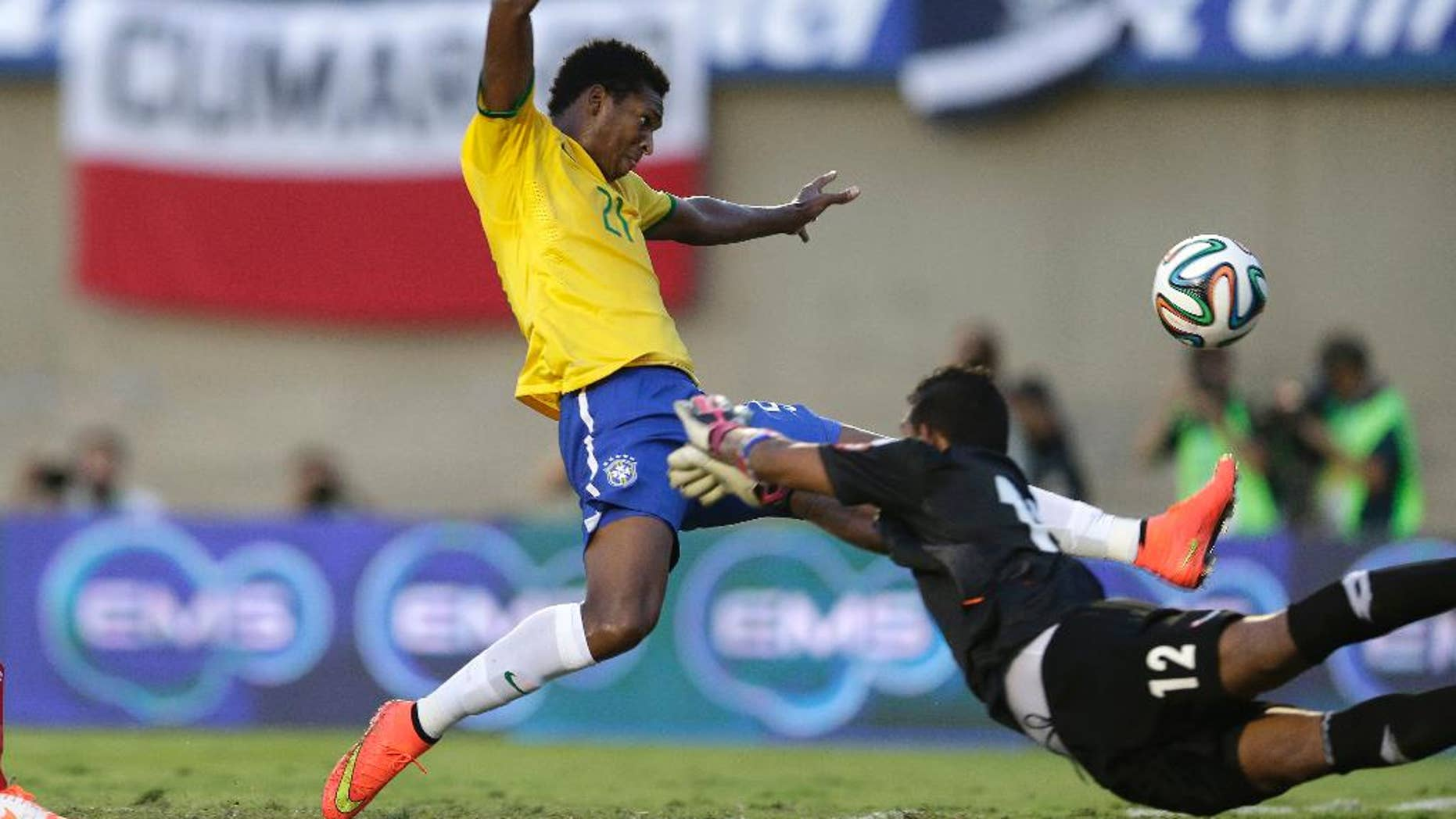 Brazil's Jo, top, fights for the ball with Panama's goalkeeper Jose Calderon during a friendly soccer match at the Serra Dourada stadium in Goiania, Brazil, Tuesday, June 3, 2014.  Brazil is preparing for the World Cup soccer tournament that starts on June 12. (AP Photo/Andre Penner)