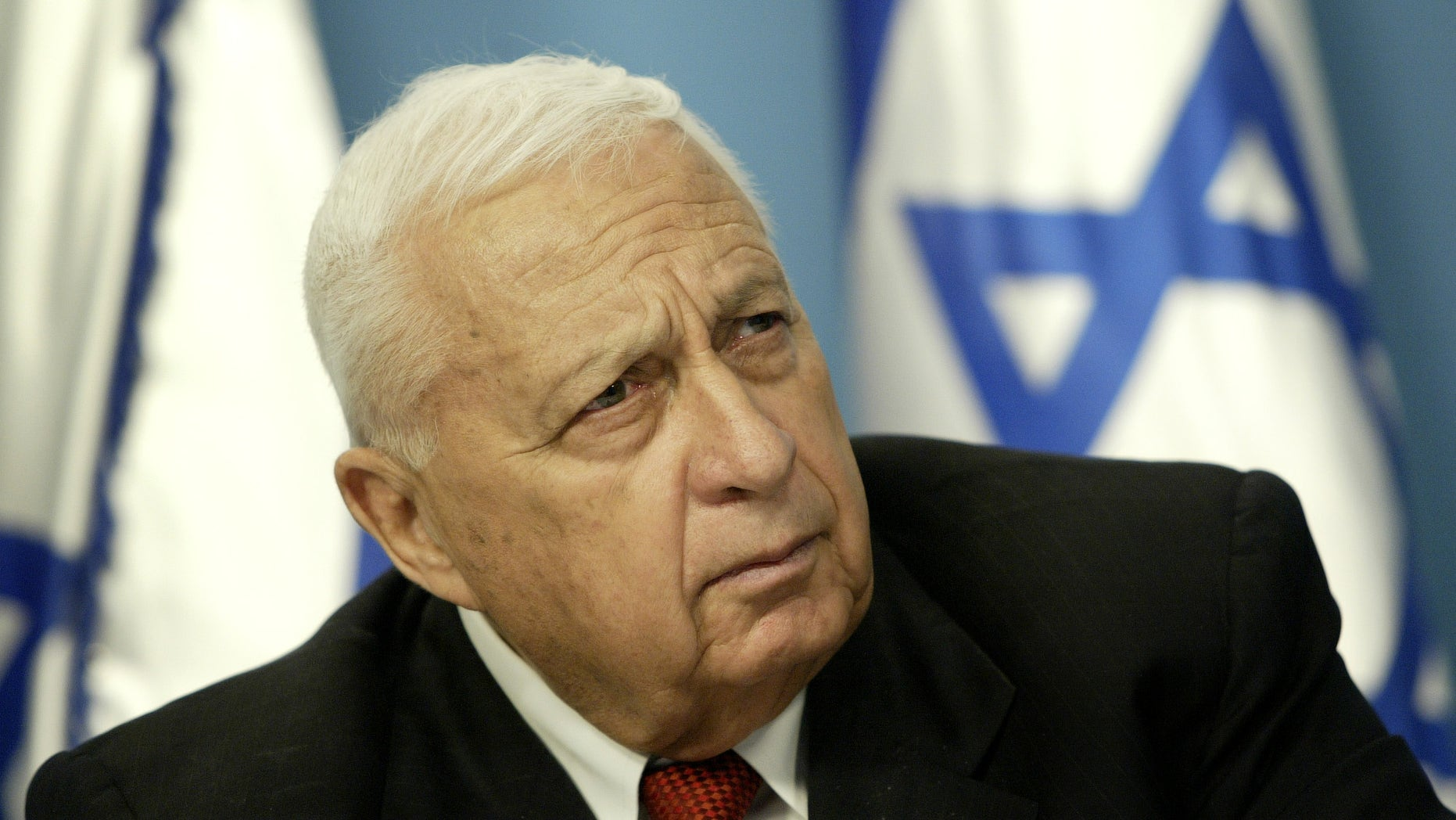 FILE - In this Sunday May 16, 2004 file photo, Israeli Prime Minister Ariel Sharon pauses during a news conference in his Jerusalem office regarding education reform. Israeli media outlets are reporting that Sharon has died Saturday, Jan. 11, 2014 at the age of 85. (AP Photo/Oded Balilty, File)