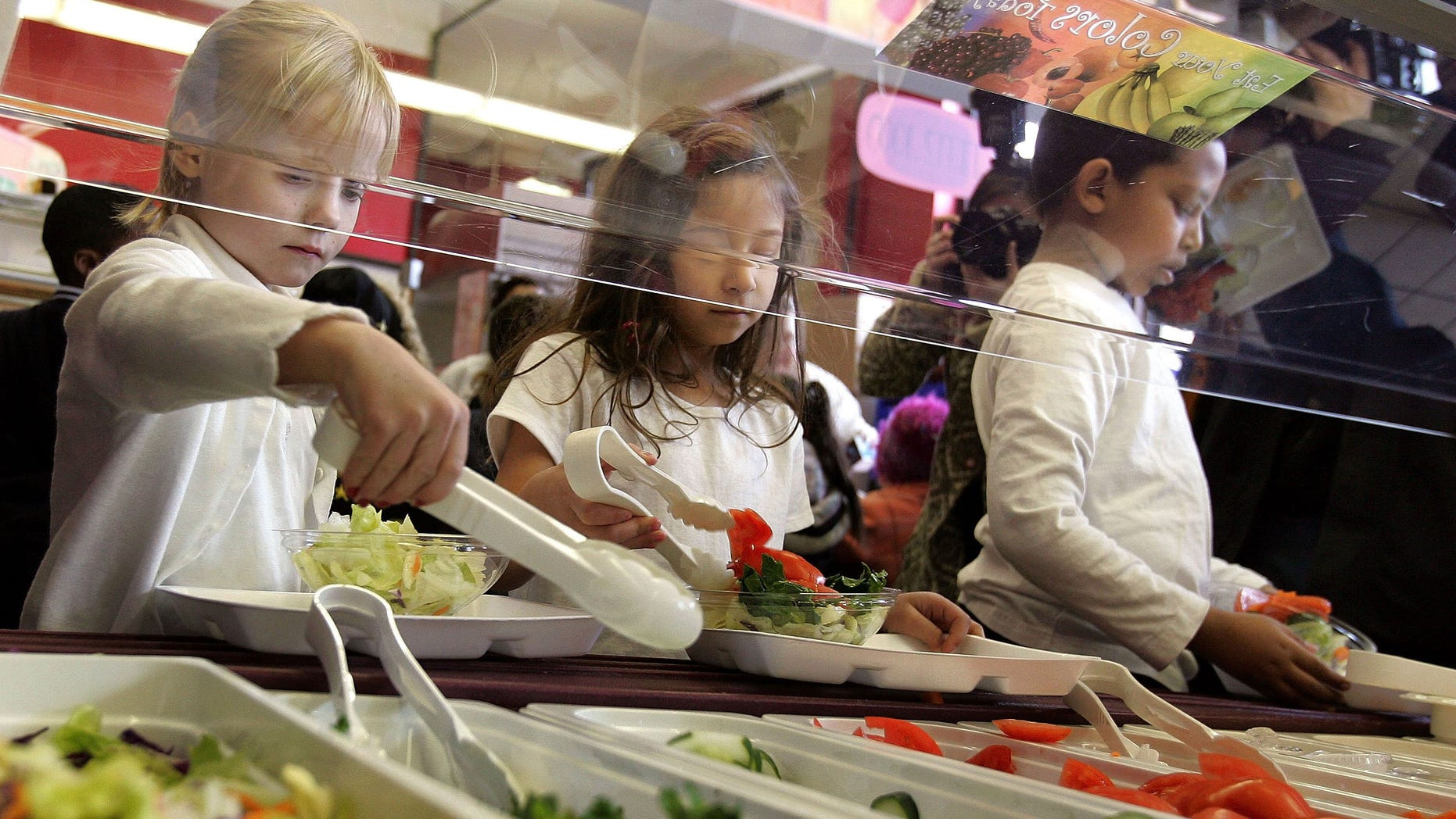 """CHICAGO - MARCH 20:  Students at Nettelhorst Elementary School, on lunch, dig into a salad bar in the school's lunchroom March 20, 2006 in Chicago, Illinois. U.S. Senator Dick Durbin (D-IL) stopped by the school to visit the new lunch program called, """"Cool Foods,"""" as part of the Healthy Schools Campaign. Nettelhorst is one of three Chicago public schools participating in the new lunch program offering salad bars.  (Photo by Tim Boyle/Getty Images)"""