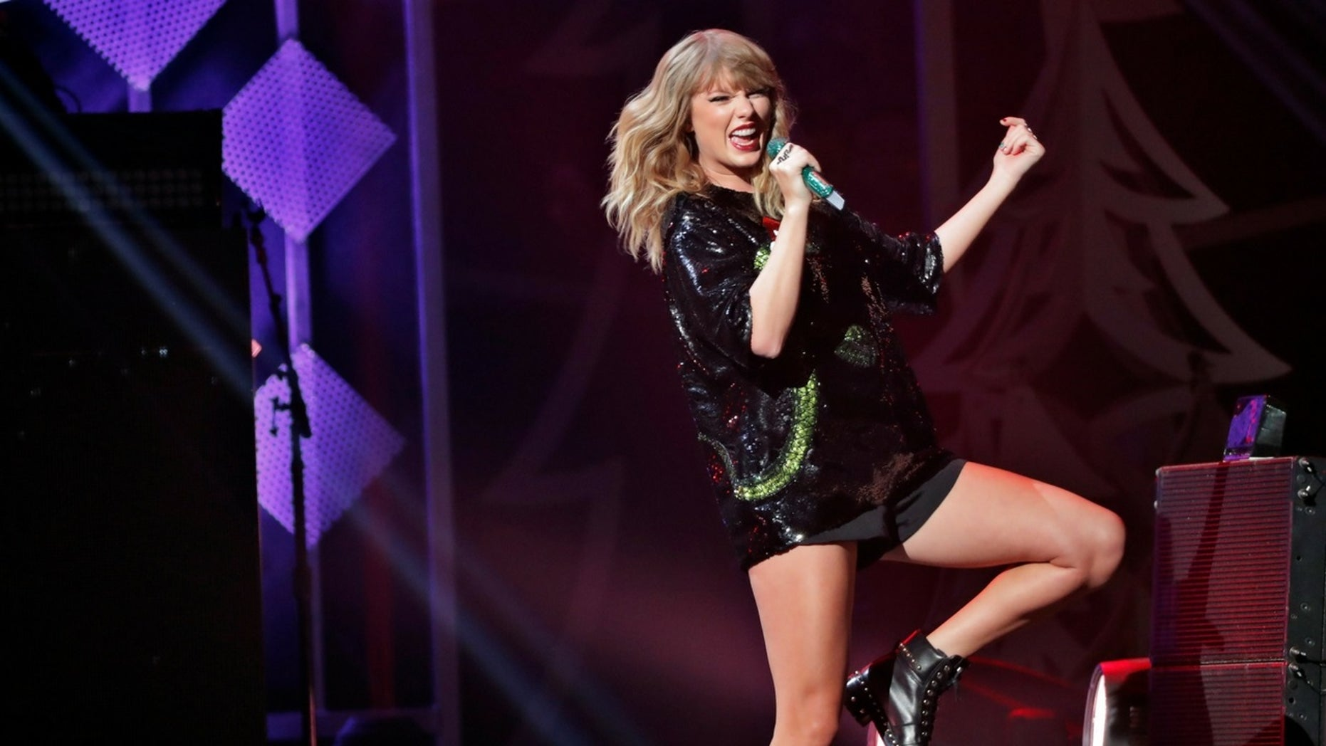 """Taylor Swift is accused of ripping off a perfume ad in her new music video """"Delicate."""""""