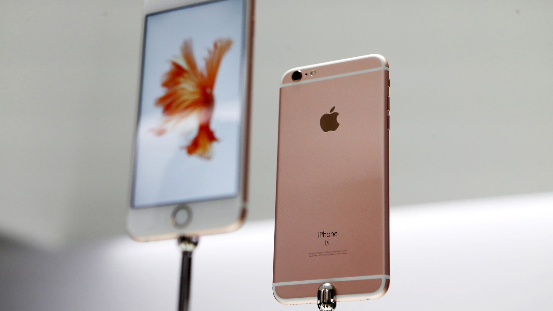 The Apple iPhone 6s and 6s Plus are displayed during an Apple media event in San Francisco, Calif., Sept. 9, 2015. (REUTERS/Beck Diefenbach)