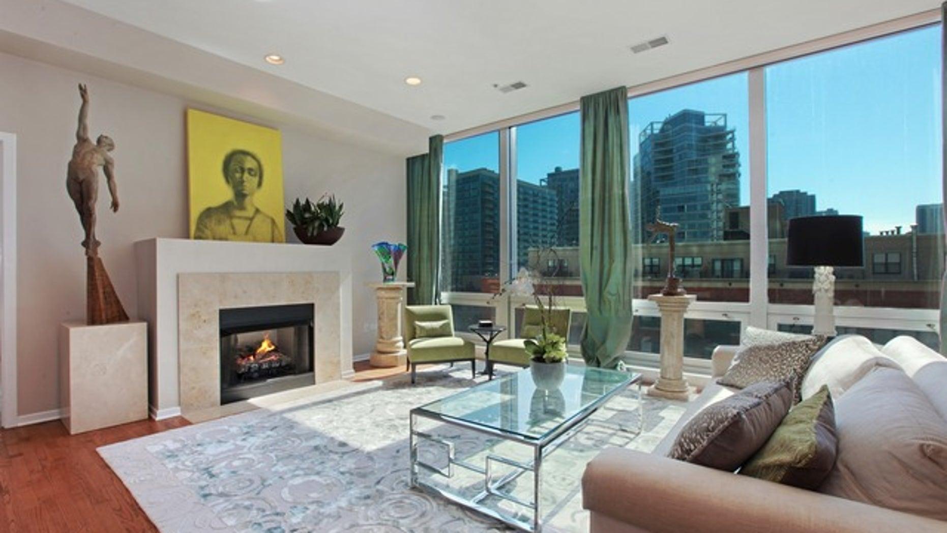 500-West-Superior-unit-703-living-room