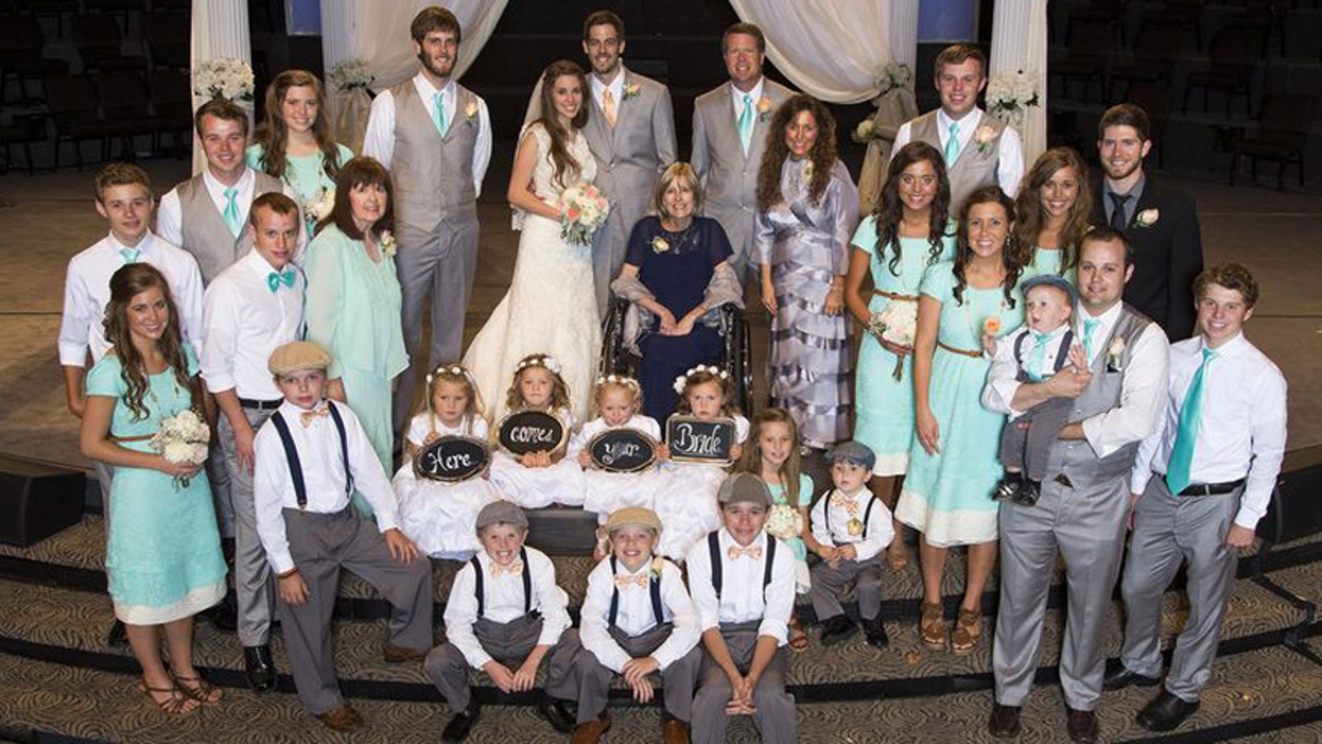 The Duggar family pose for a picture of Jill Duggar and Derick Dillard's wedding.