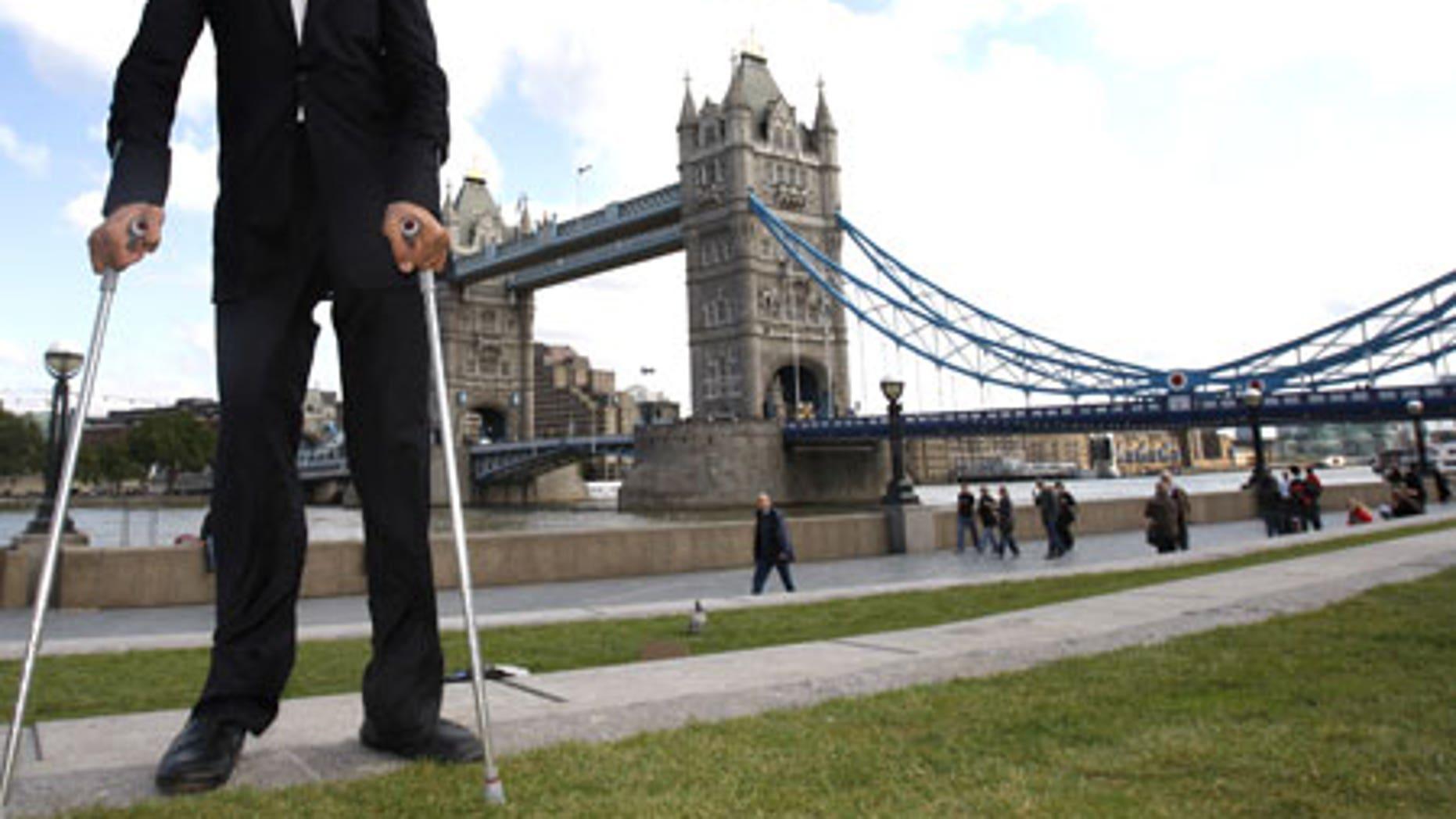 Sultan Kosen, the world's tallest man