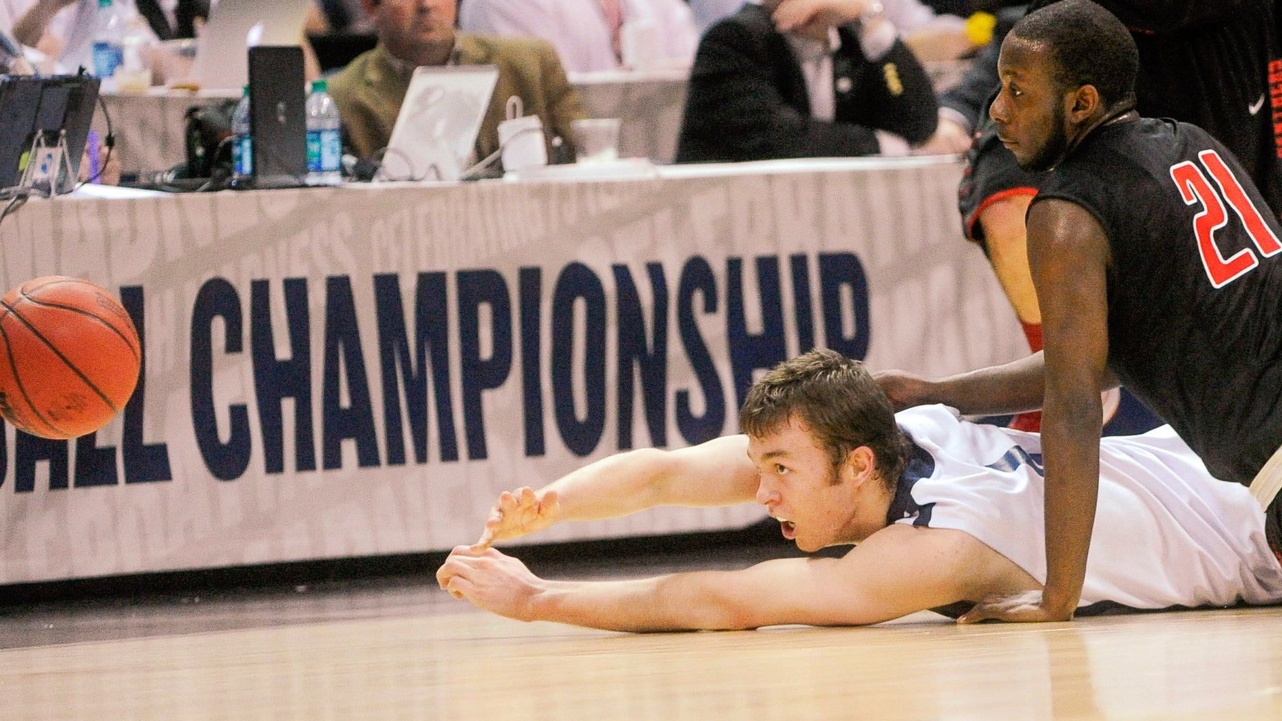 Metro State center Nicholas Kay passes from the floor as Drury guard Brandon Lockhart (21) defends during the first half of the NCAA Division ll national championship basketball game Sunday  April 7, 2013, in Atlanta. (AP Photo/John Amis)