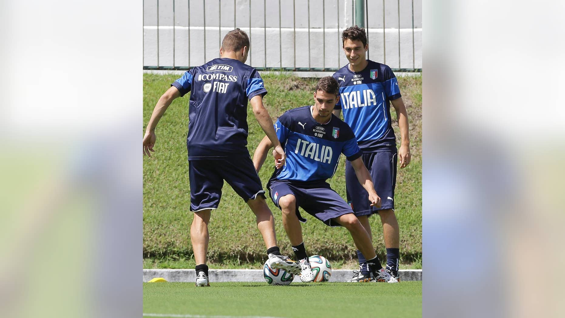 Italy's Mattia De Sciglio, center, trains with his teammates Ciro Immobile, left, and Matteo Darmian at the Maria Lamas Farache stadium in Natal, Brazil, Sunday, June 22, 2014. Italy plays in group D of the Brazil 2014 soccer World Cup. (AP Photo/Antonio Calanni)