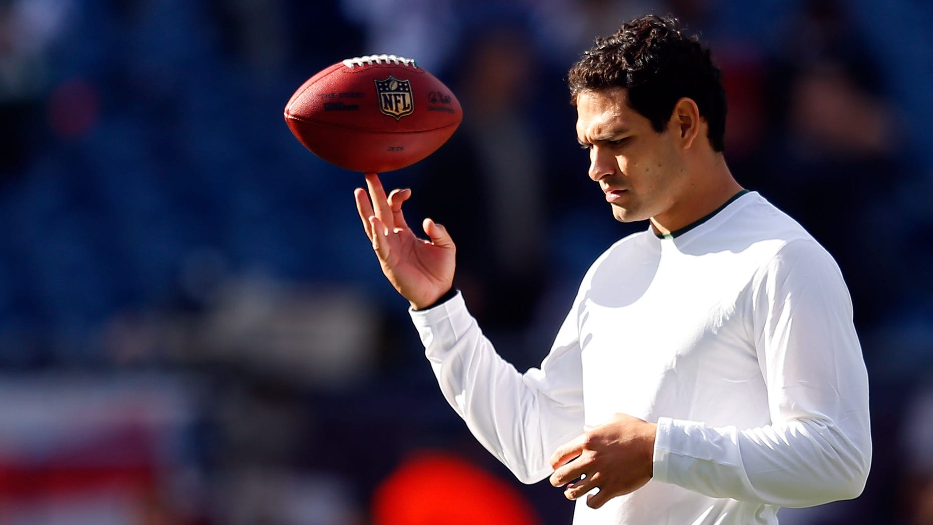 FOXBORO, MA - OCTOBER 21:  Mark Sanchez #6 of the New York Jets twirls the football before a game against the New England Patriots at Gillette Stadium on October 21, 2012 in Foxboro, Massachusetts. (Photo by Jim Rogash/Getty Images)