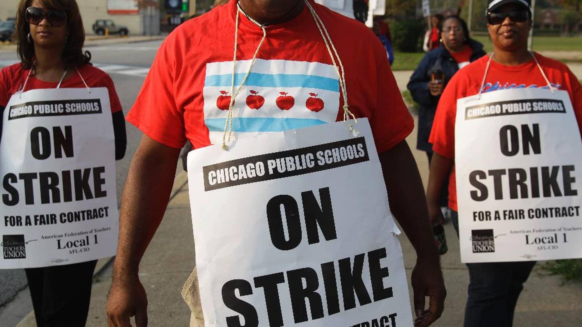 Teachers picketing outside Chicago's Morgan Park High School on Sept. 17.