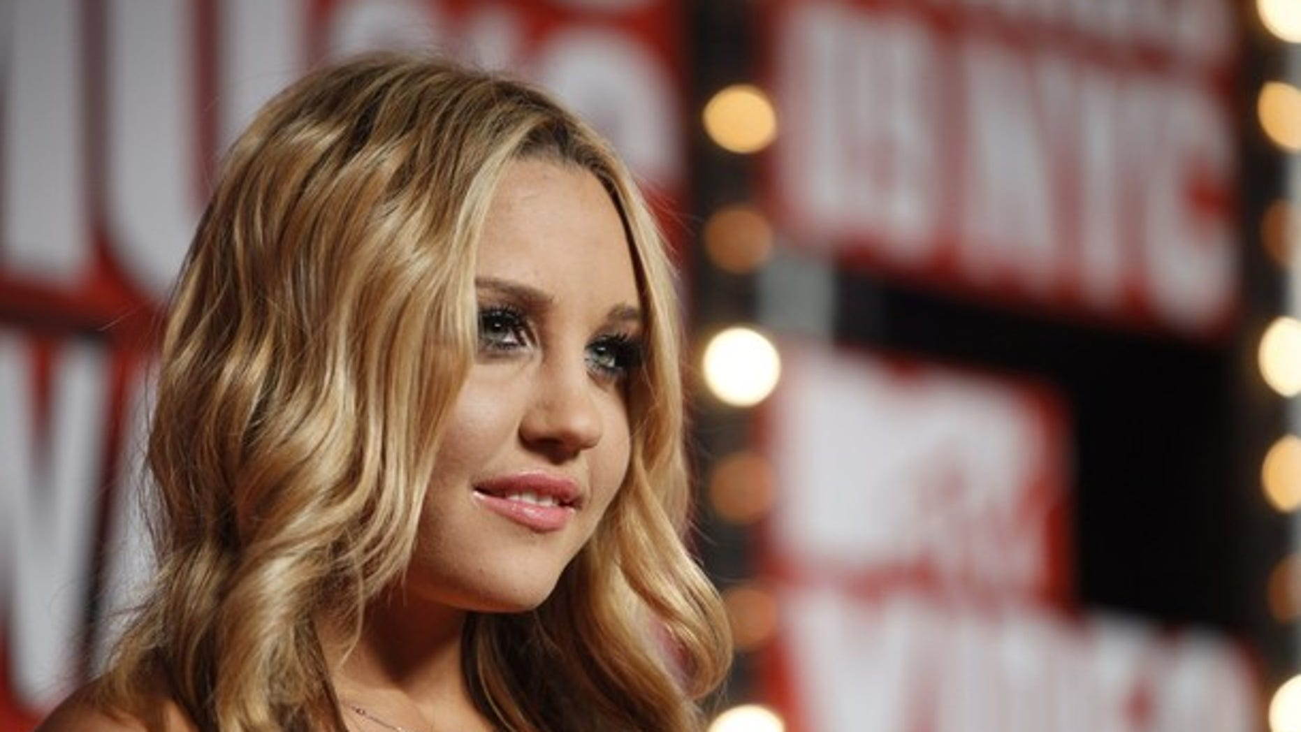 Actress Amanda Bynes arrives at the 2009 MTV Video Music Awards in New York, September 13, 2009.     REUTERS/Lucas Jackson (UNITED STATES ENTERTAINMENT)