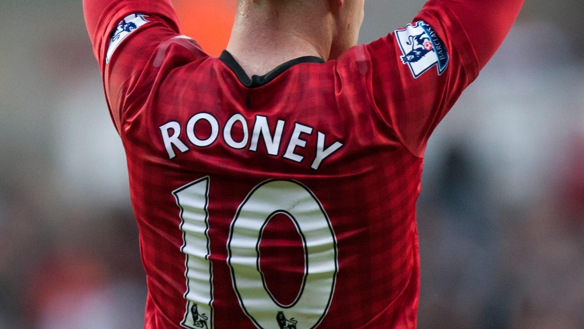 Wayne Rooney, del Manchester United, se lamenta después de haber desperdiciado un tiro libre durante el partido de la Liga Premier de su equipo contra el Swansea, en el Liberty Stadium, en Swansea, Gales, el domingo 23 de diciembre de 2012. (AP foto/Jon Super)