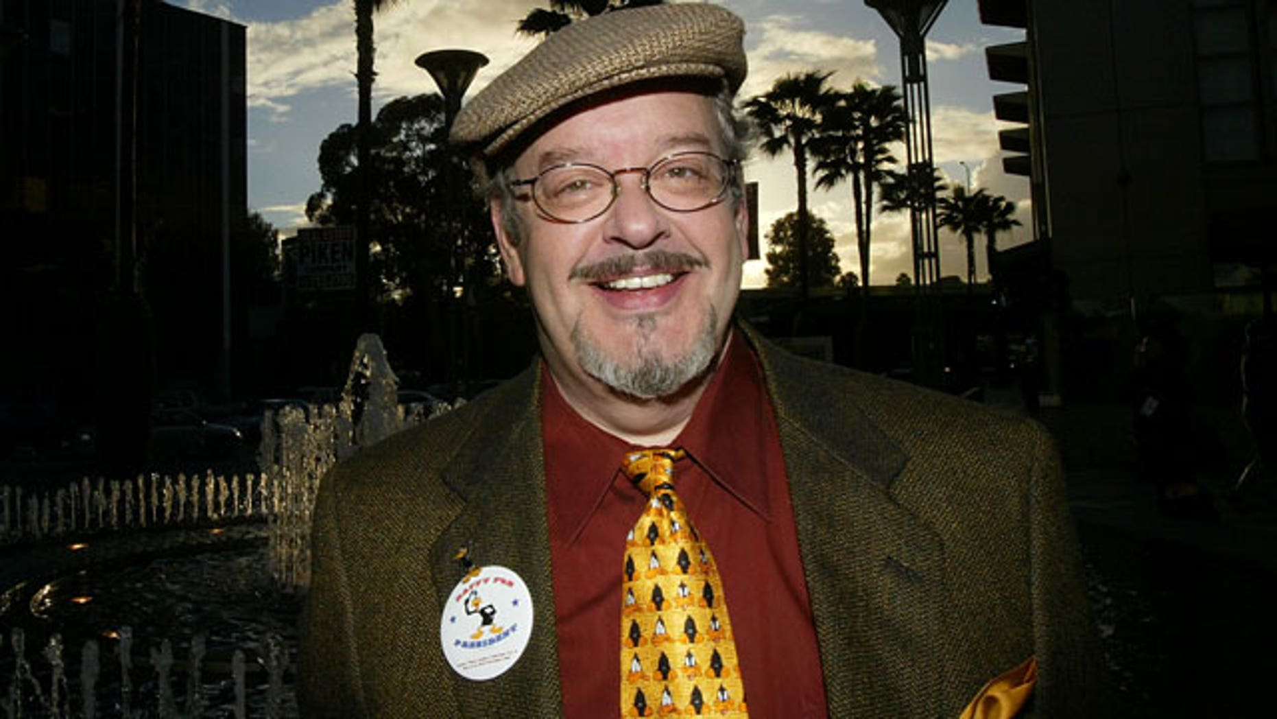 """LOS ANGELES - OCTOBER 20:  Joe Alaskey, the voice of Daffy Duck, attends the """"Daffy Duck for President Campaign Rally"""" press conference to celebrate the release of the Looney Tunes Golden Collection Volume Two DVD at Sherman Oaks Galleria October 20, 2004 in Los Angeles, California. (Photo by Mark Mainz/Getty Images)"""