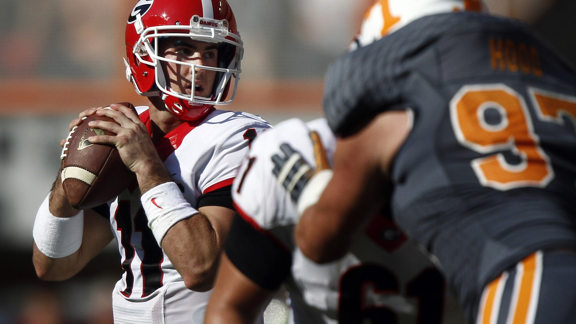 Georgia quarterback Aaron Murray (11) looks for a receiver in the first quarter of an NCAA college football game against Tennessee on Saturday, Oct. 5, 2013, in Knoxville, Tenn. (AP Photo/Wade Payne)