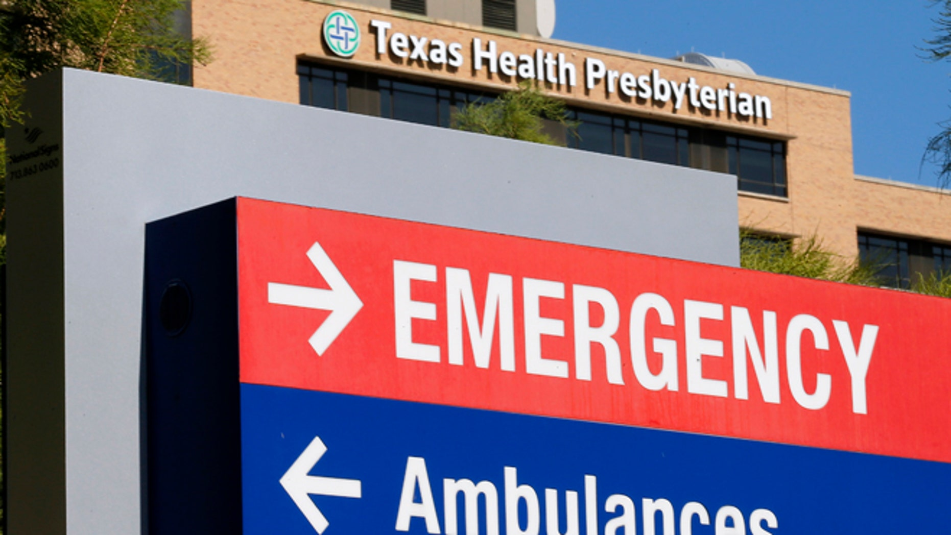 A general view of the Texas Health Presbyterian Hospital is seen in Dallas, Texas, October 4, 2014. U.S. health officials have fielded inquiries about as many as 100 potential cases of Ebola since the first patient with the deadly virus was detected in the country, but no new infections have been identified, a senior health official said on Saturday. REUTERS/Jim Young (UNITED STATES - Tags: HEALTH DISASTER) - RTR48XMJ