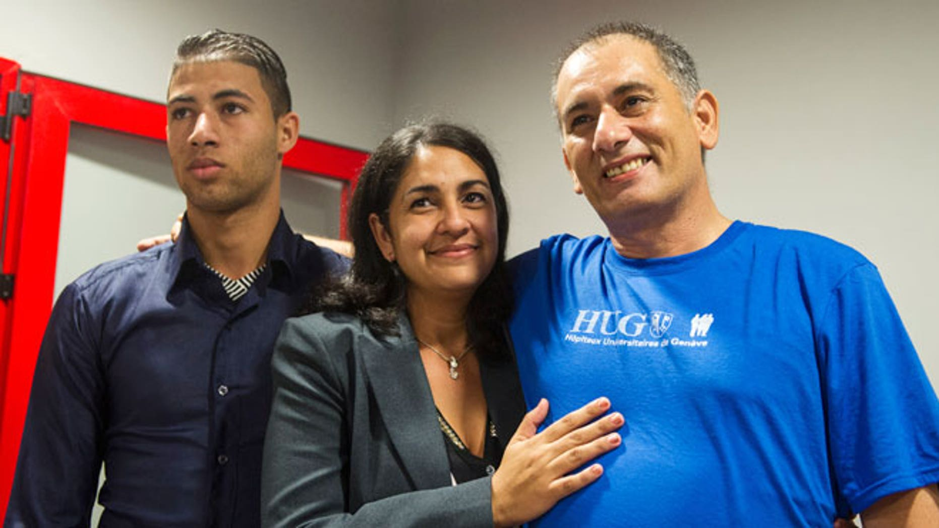 "Felix Baez, a member of the International Contingent Brigade ""Henry Reeve"", who was infected with Ebola in Sierra Leone, poses for a photo with his wife Vania Ferrer and his son Alejandro Baez during a news conference in Havana December 6, 2014."
