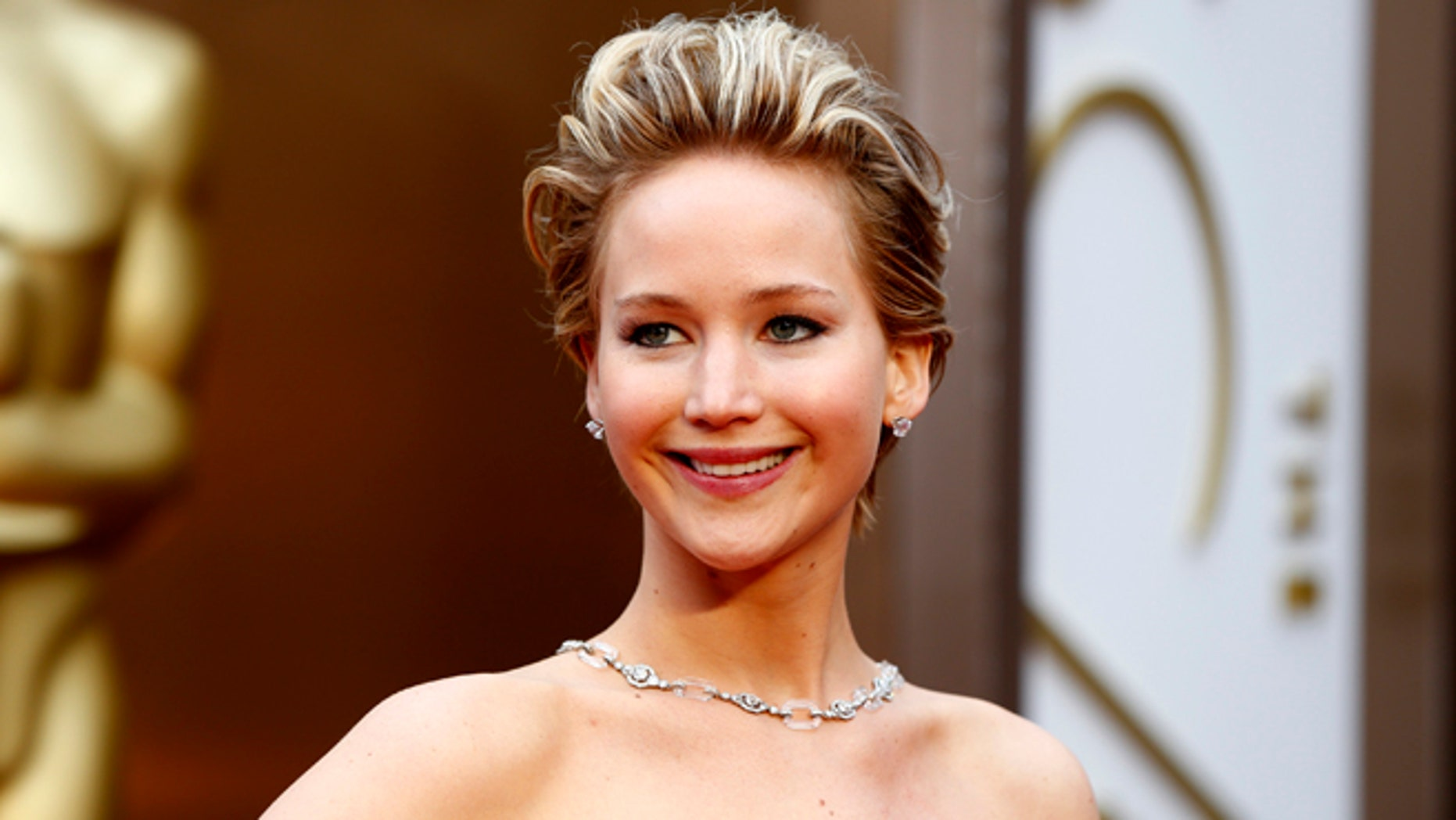 """Jennifer Lawrence, best supporting actress nominee for her role in """"American Hustle,"""" arrives at the 86th Academy Awards in Hollywood, California March 2, 2014.    REUTERS/Lucas Jackson (UNITED STATES  - Tags: ENTERTAINMENT)  (OSCARS-ARRIVALS) - RTR3FXNL"""