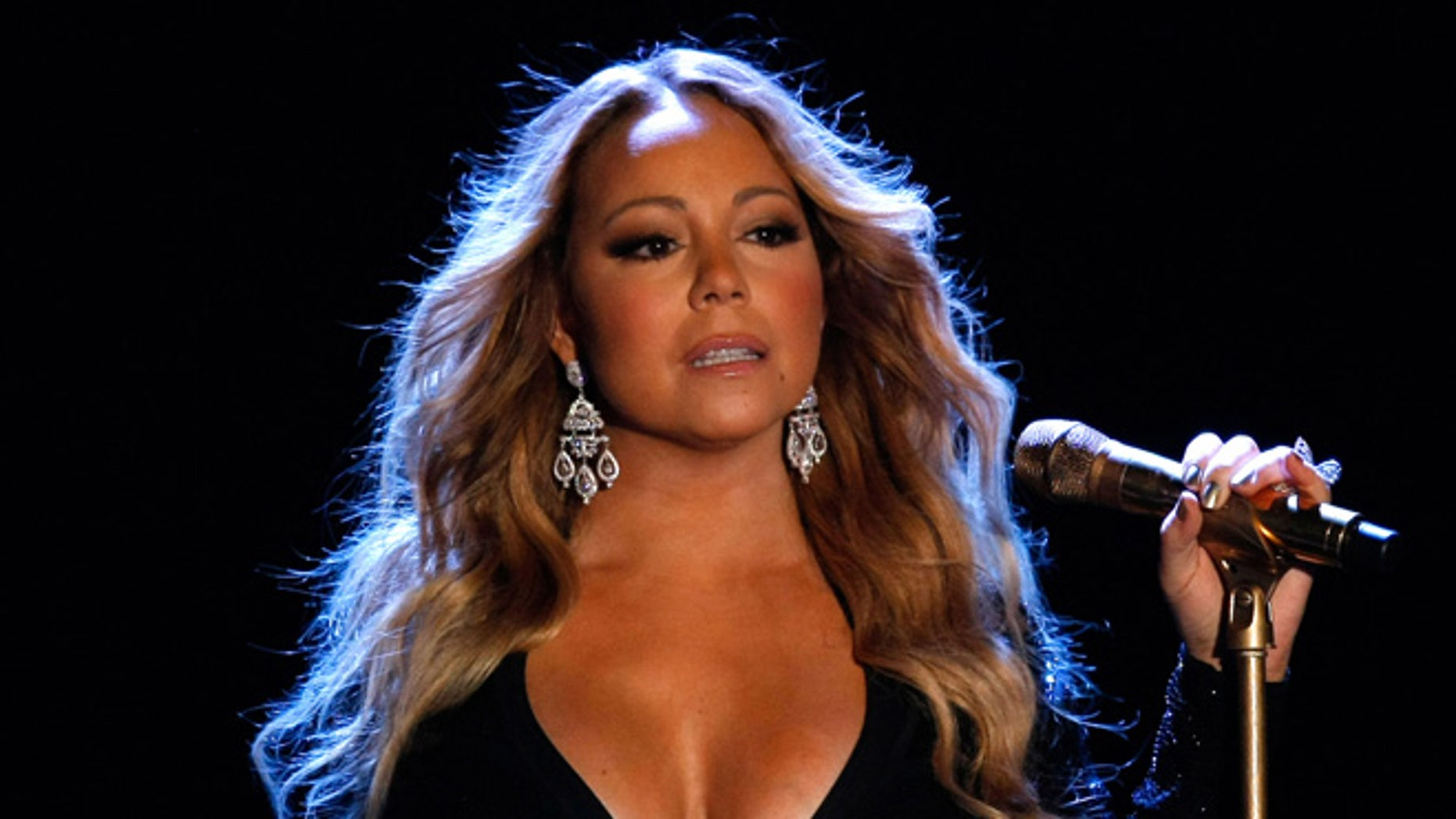 Mariah Carey accused of lip-syncing during American Music Awards performance