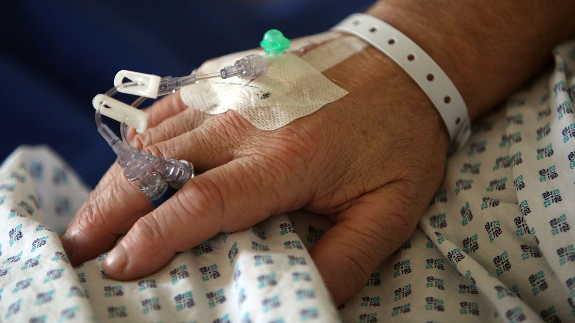 Apatient undergoes dialysis in an Atlanta hospital in an undatedphoto. (Getty Images)