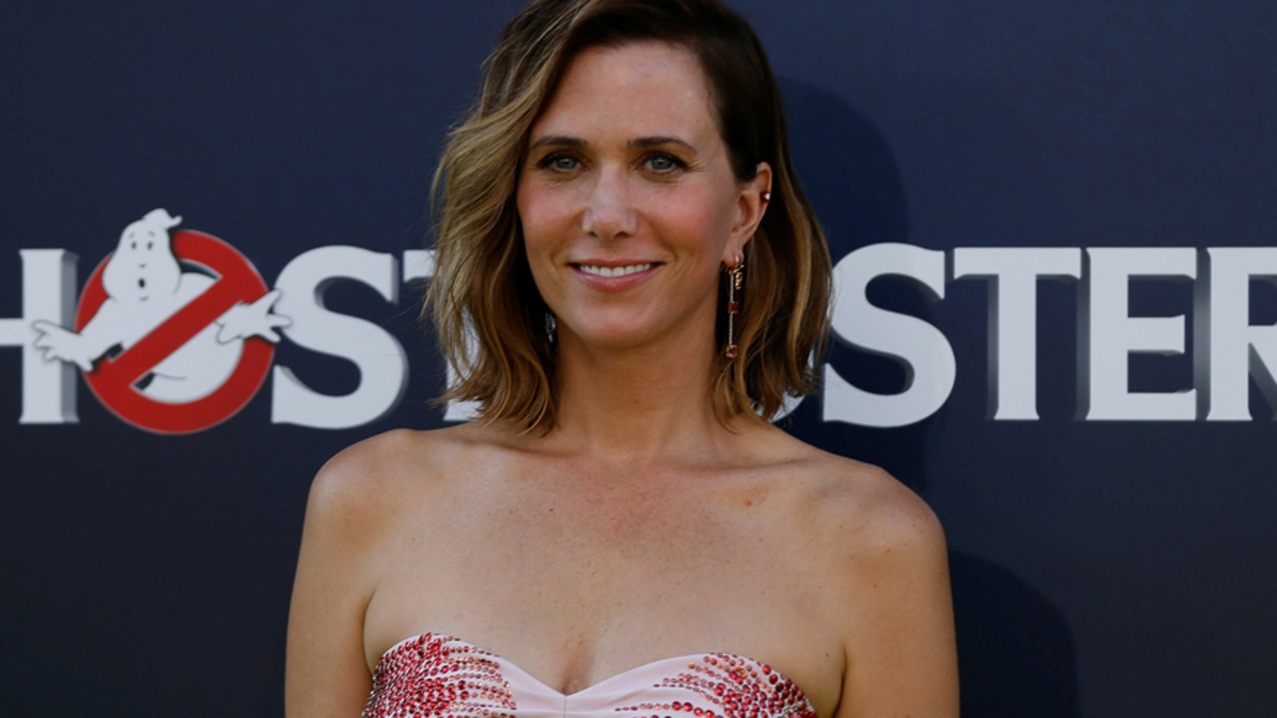 "Cast member Kristen Wiig poses at the premiere of the film ""Ghostbusters"" in Hollywood, California U.S., July 9, 2016.   REUTERS/Mario Anzuoni - RTSH4A4"