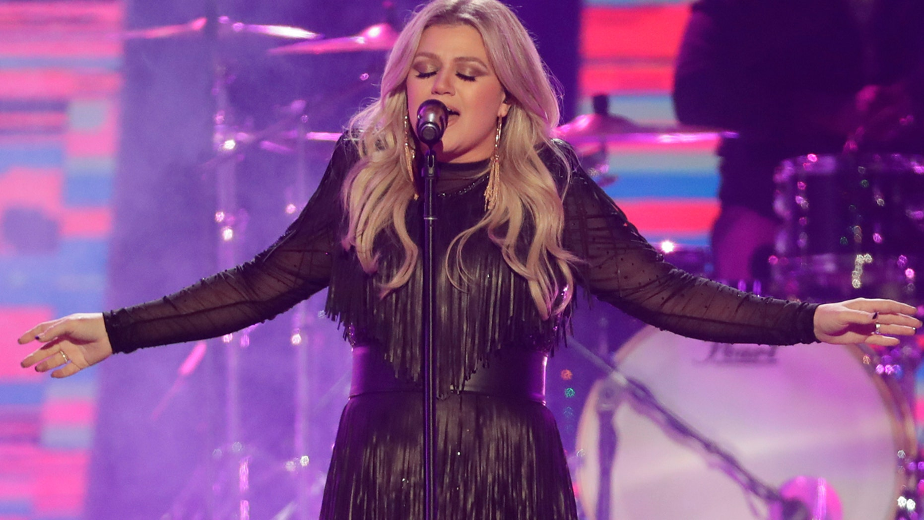 Super star singer Kelly Clarkson to perform as the opening act headliner for the U.S. Open Tennis Tournament in August.