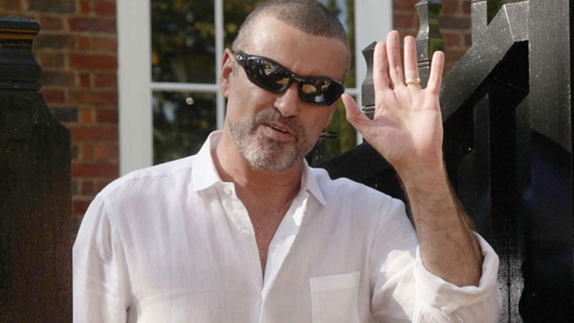 Singer George Michael has reportedly been hospitalized with pneumonia in Vienna.