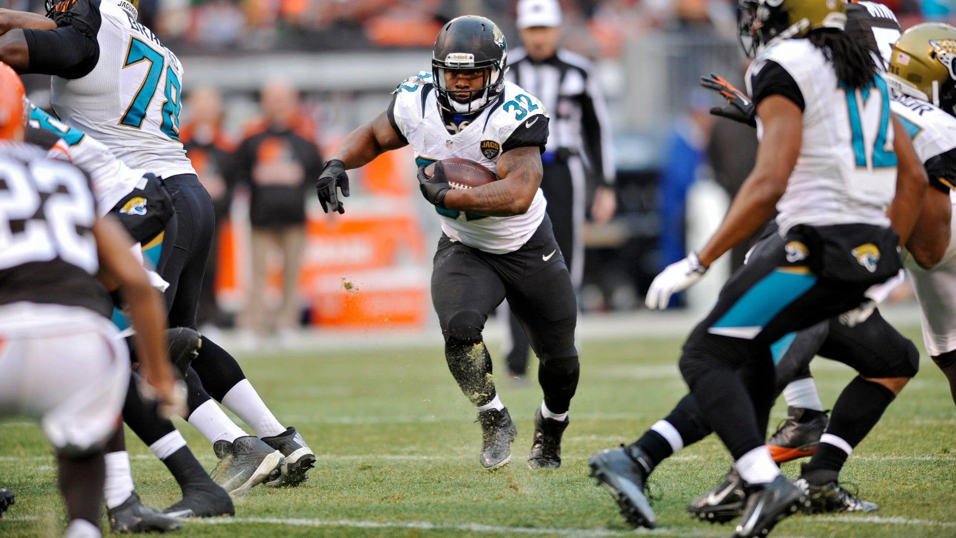 Jacksonville Jaguars running back Maurice Jones-Drew runs against the Cleveland Browns in the fourth quarter of an NFL football game on Sunday, Dec. 1, 2013, in Cleveland. (AP Photo/David Richard)
