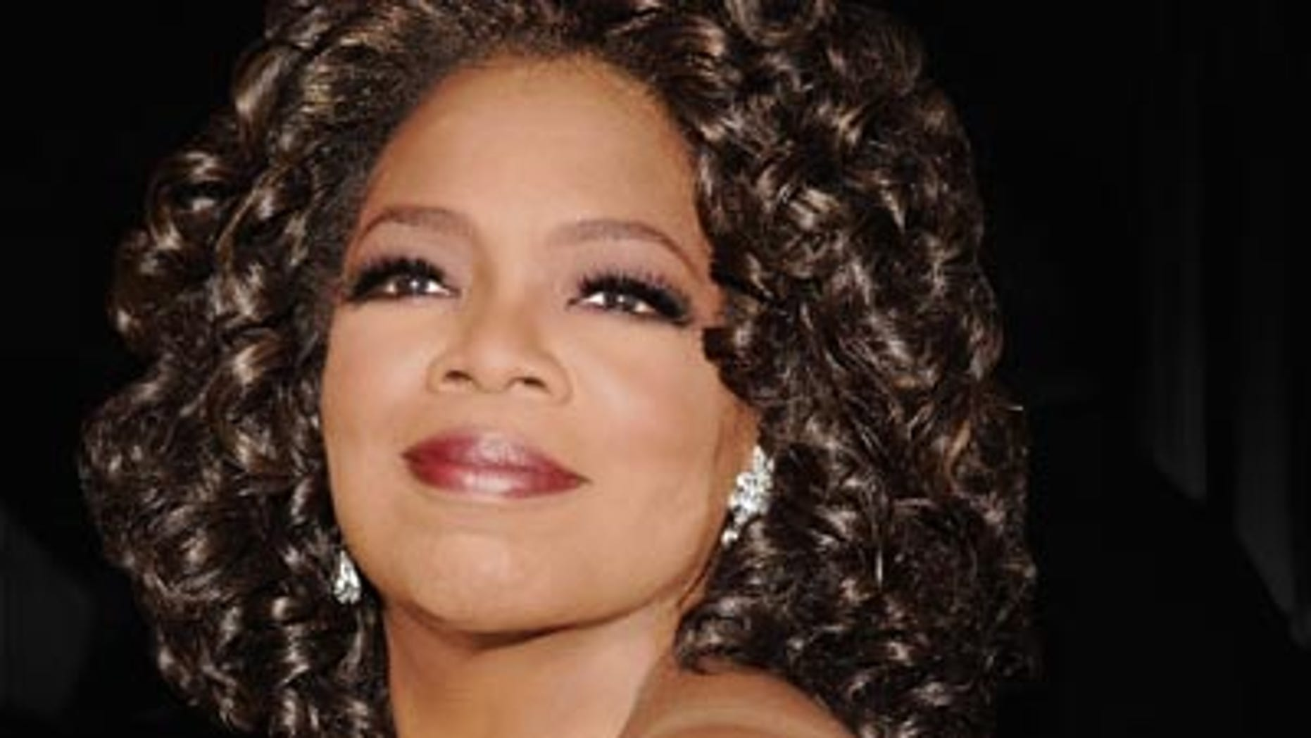 """Oprah Winfrey""""The Color Purple"""" Broadway Opening Night - Outside ArrivalsThe Broadway TheatreNew York City, New York United StatesDecember 1, 2005Photo by Jemal Countess/WireImage.comTo license this image (6637119), contact WireImage:U.S. +1-212-686-8900 / U.K. +44-207 659 2815 / Australia +61-2-8262-9222 / Japan: +81-3-5464-7020+1 212-686-8901 (fax)info@wireimage.com (e-mail)www.wireimage.com (web site)"""