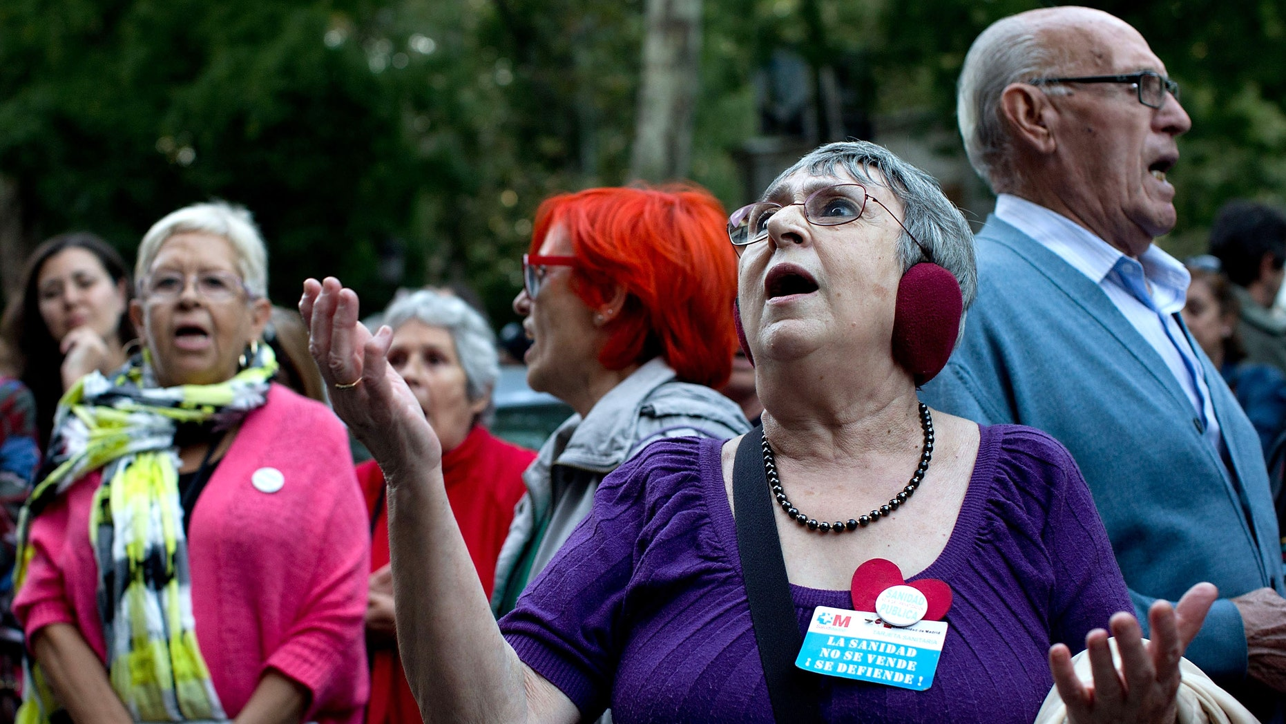 A woman during a demonstration asking for the resignation of Health Minister Ana Mato on October 7, 2014 in Madrid.