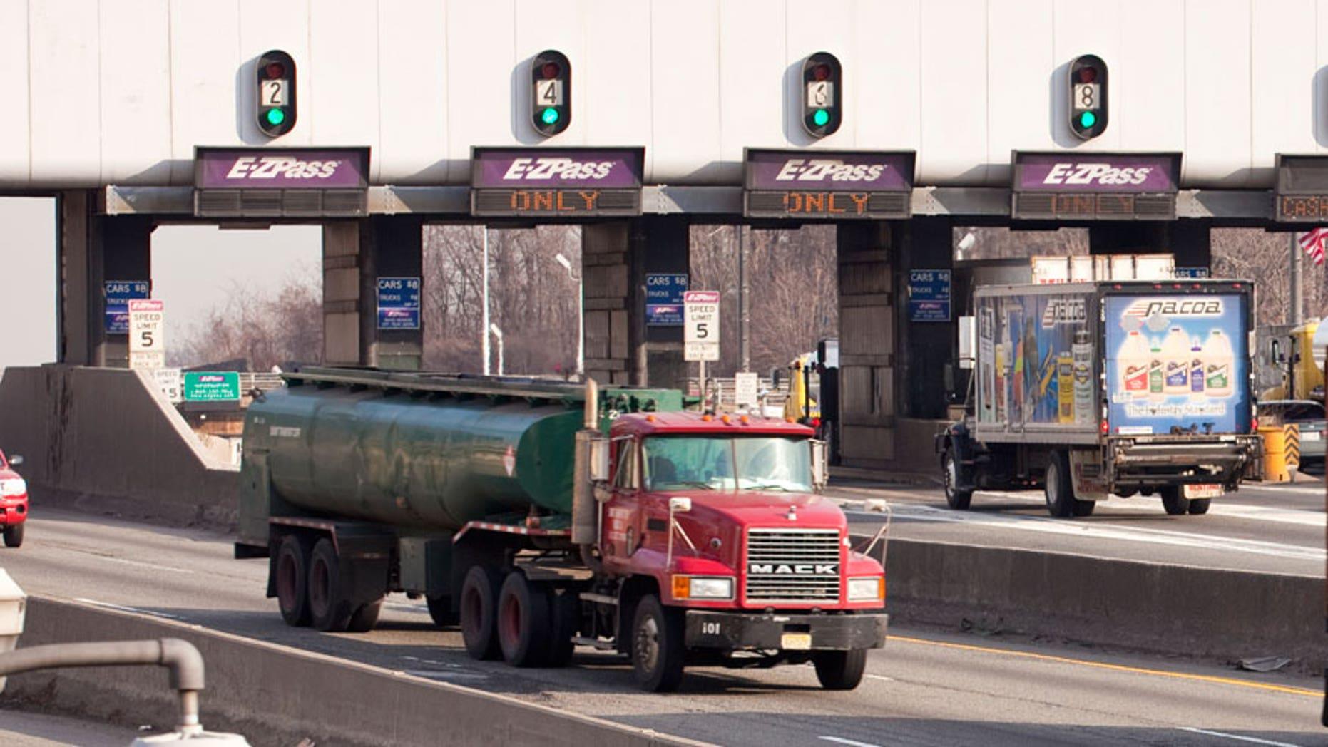George Washington Bridge toll plaza - File