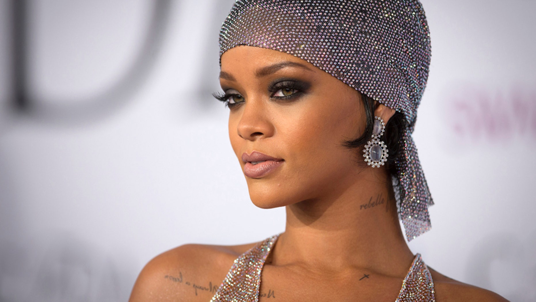 Singer Rihanna arrives for the Council of Fashion Designers of America Awards (CFDA) at Lincoln Center in New York June 2, 2014.
