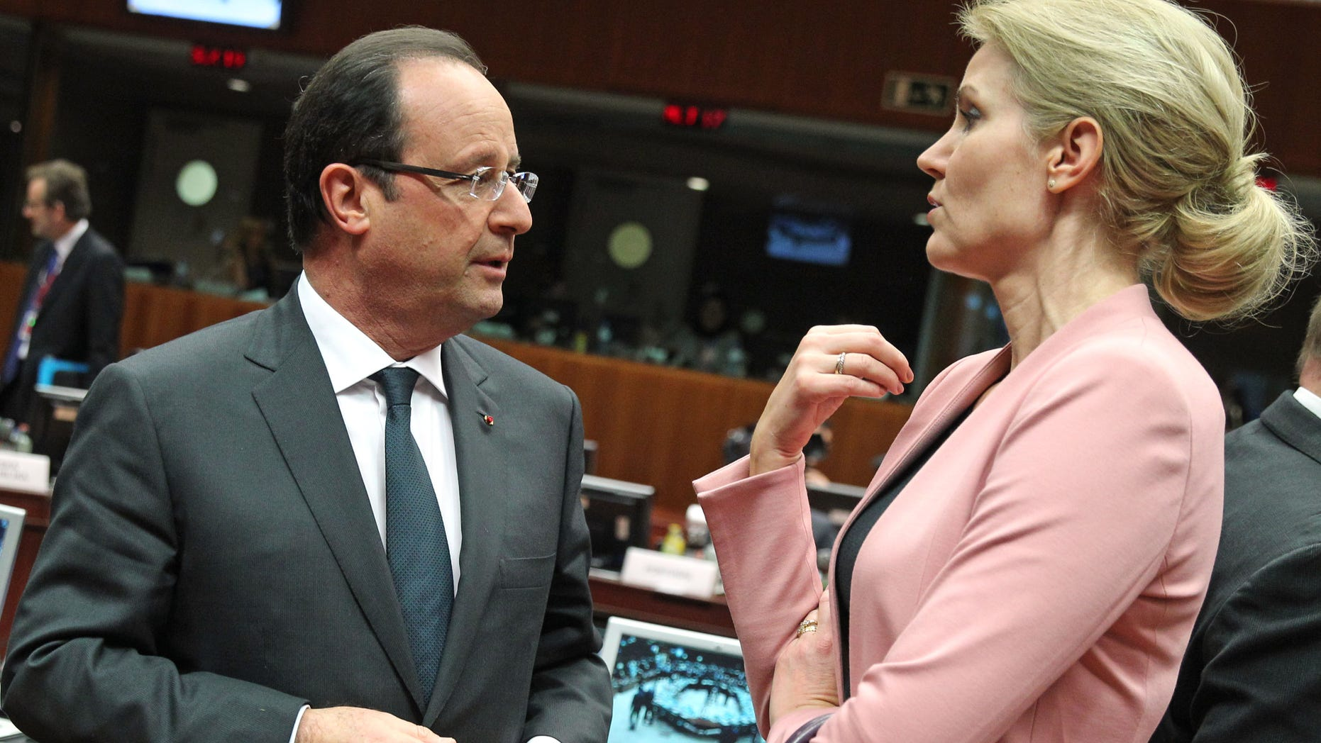 French President Francois Hollande, left, talks with Denmark's Prime Minister Helle Thorning-Schmidt, during an EU summit at the European Council building in Brussels, Thursday, Dec. 19, 2013. The economic crisis is on the EU summit's agenda, as well as issues ranging from defense and banking to relations with Ukraine and the crisis in Central African Republic. (AP Photo/Yves Logghe)