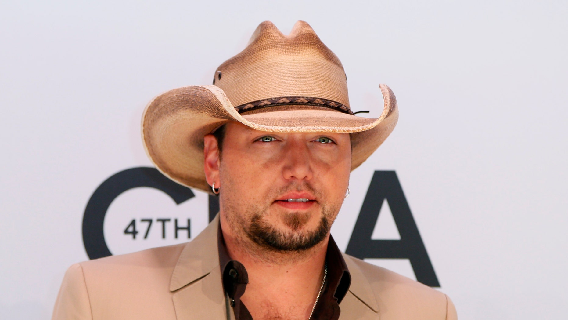 Singer Jason Aldean arrives at the 47th Country Music Association Awards in Nashville, Tennessee November 6, 2013.     REUTERS/Eric Henderson (UNITED STATES  - Tags: ENTERTAINMENT)   - RTX1533O