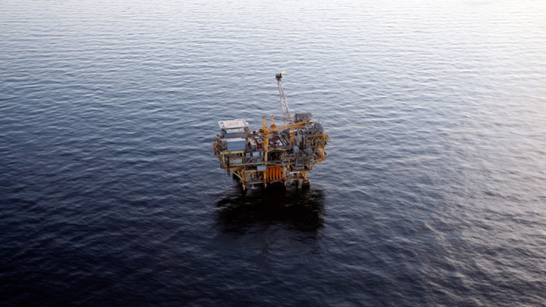 NEW ORLEANS - APRIL 28:  An oil rig near the Deepwater Horizon wellhead in the Gulf of Mexico on April 28, 2010 near New Orleans, Louisiana.  An estimated leak of 1,000-5,000 barrels of oil a day are still leaking into the gulf.  (Photo by Chris Graythen/Getty Images)